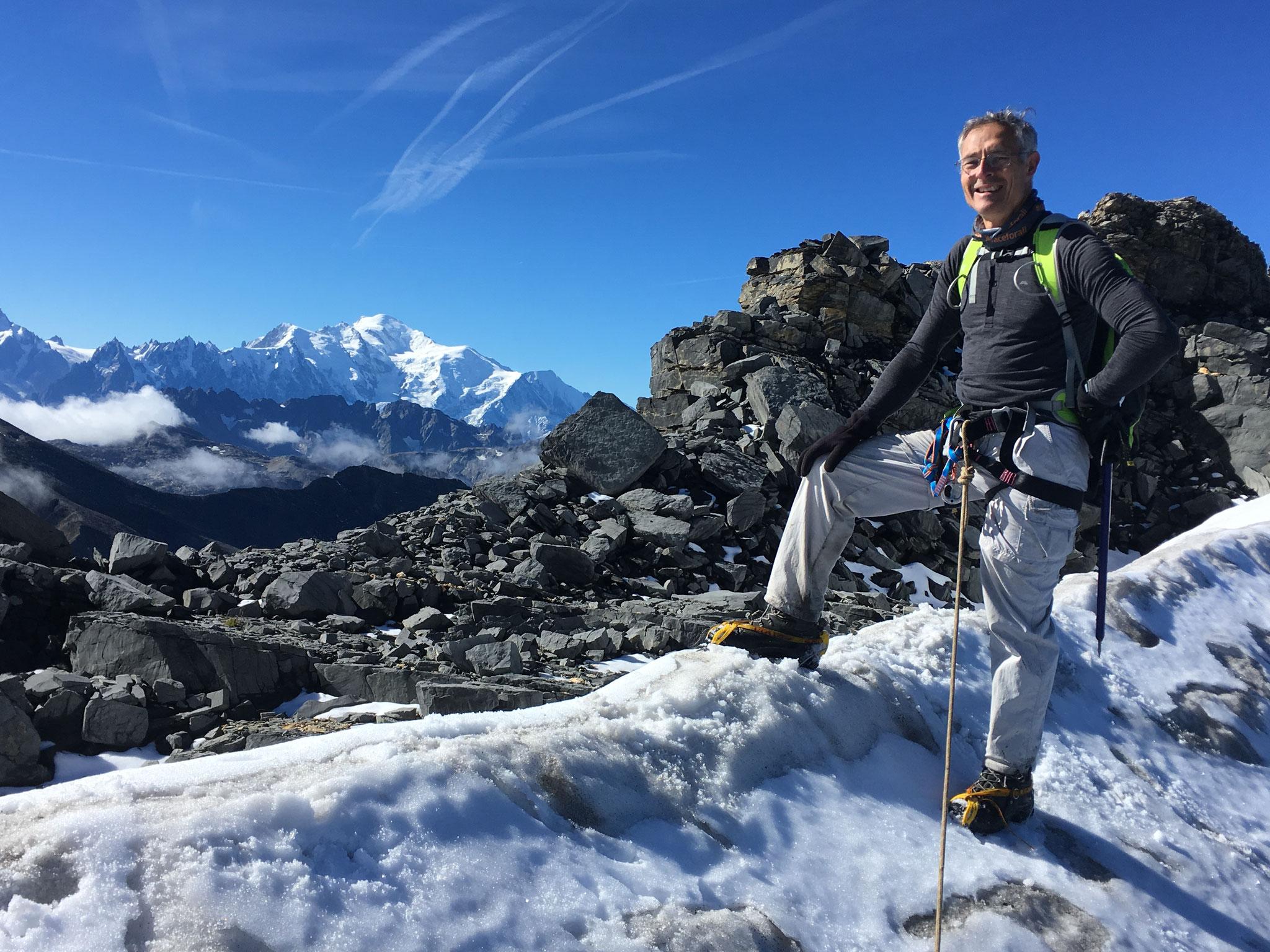Adrian au Col des Rosses sur fond de Mt-Blanc