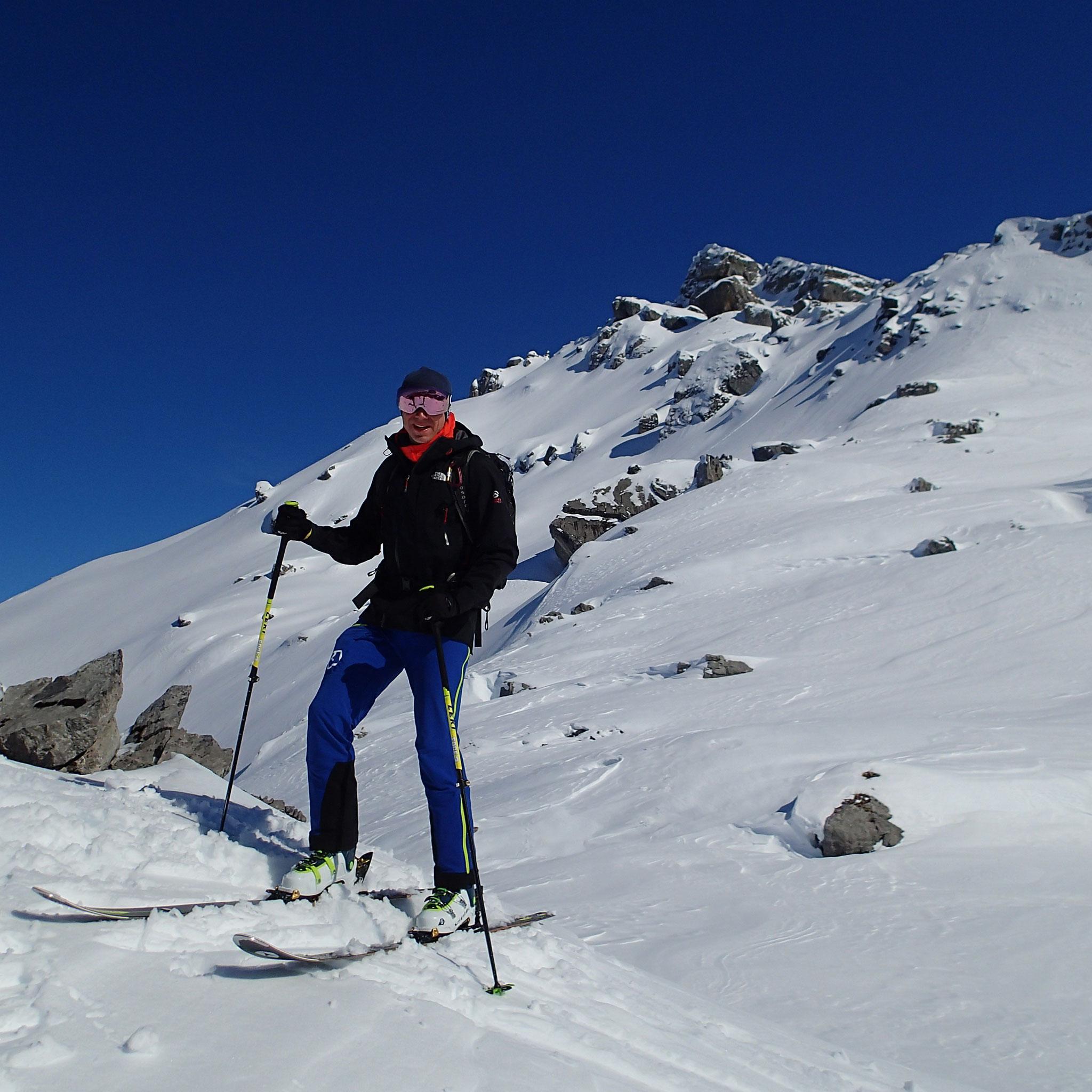 Sur le petit sommet 2100 m au nord du refuge