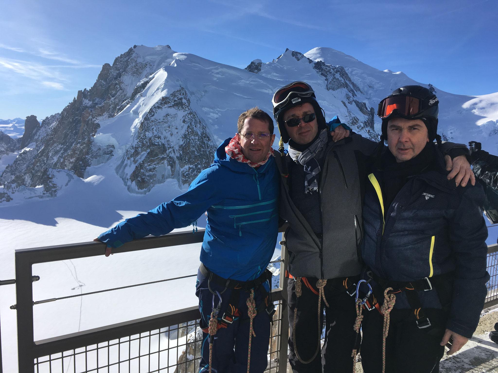 Dimitri, Christophe et Bernard au sommet de l'Aiguille du Midi