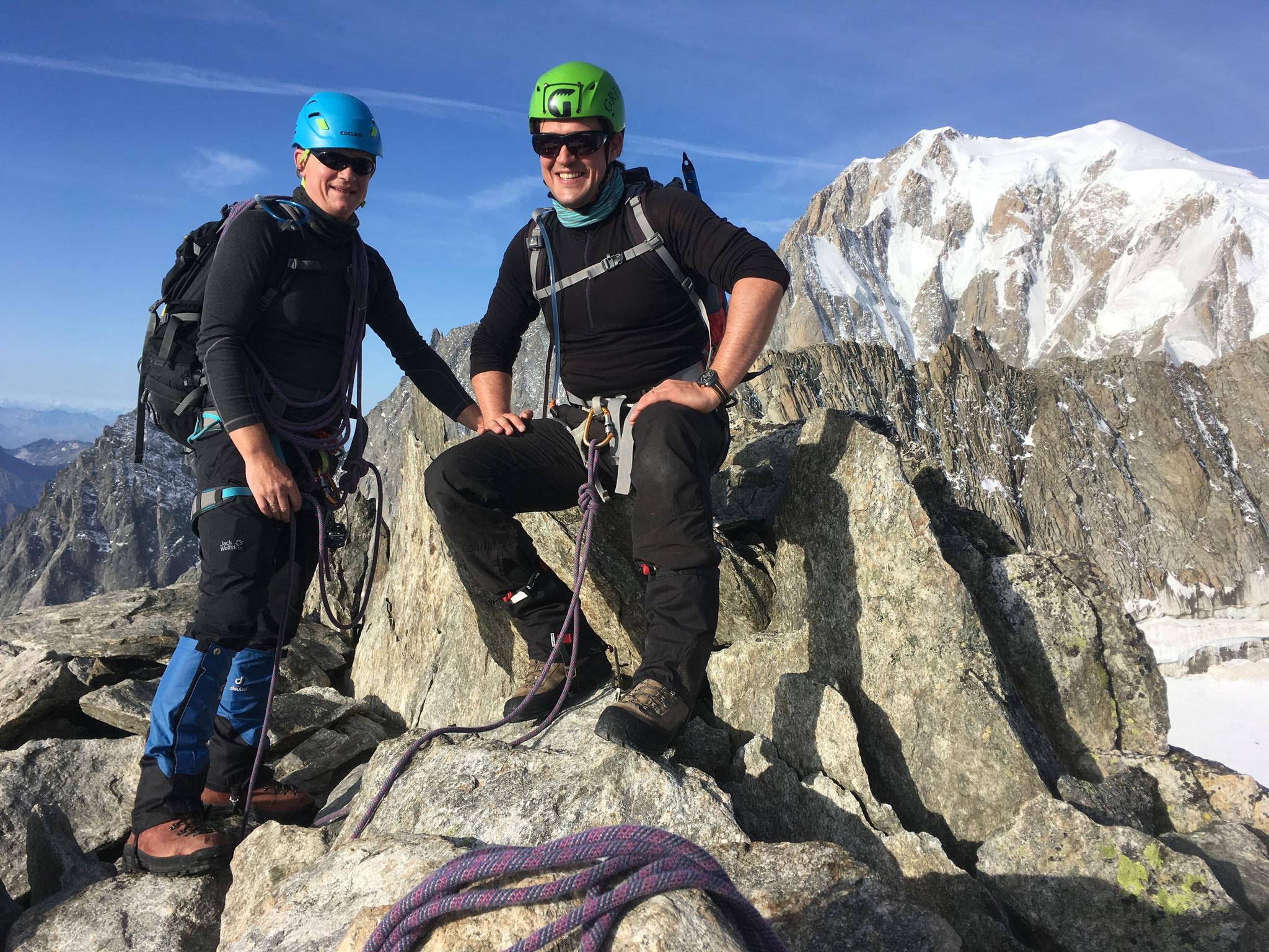 Sur l'arête, le décor est posé. Mt-Blanc, versant Brenva !