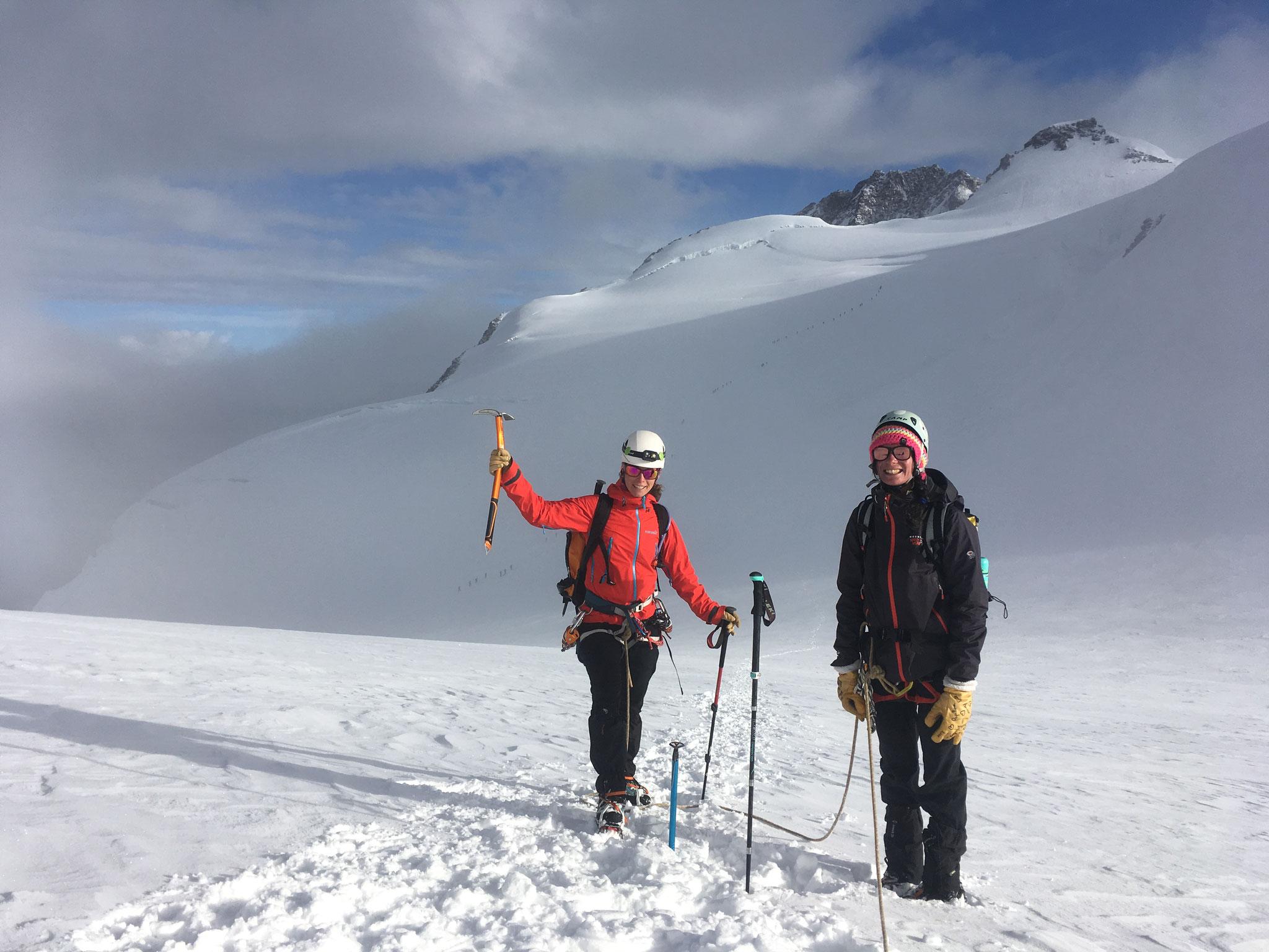 Au Lisjoch supérieur, avec la Dufourspitze et la Zumsteinspitze