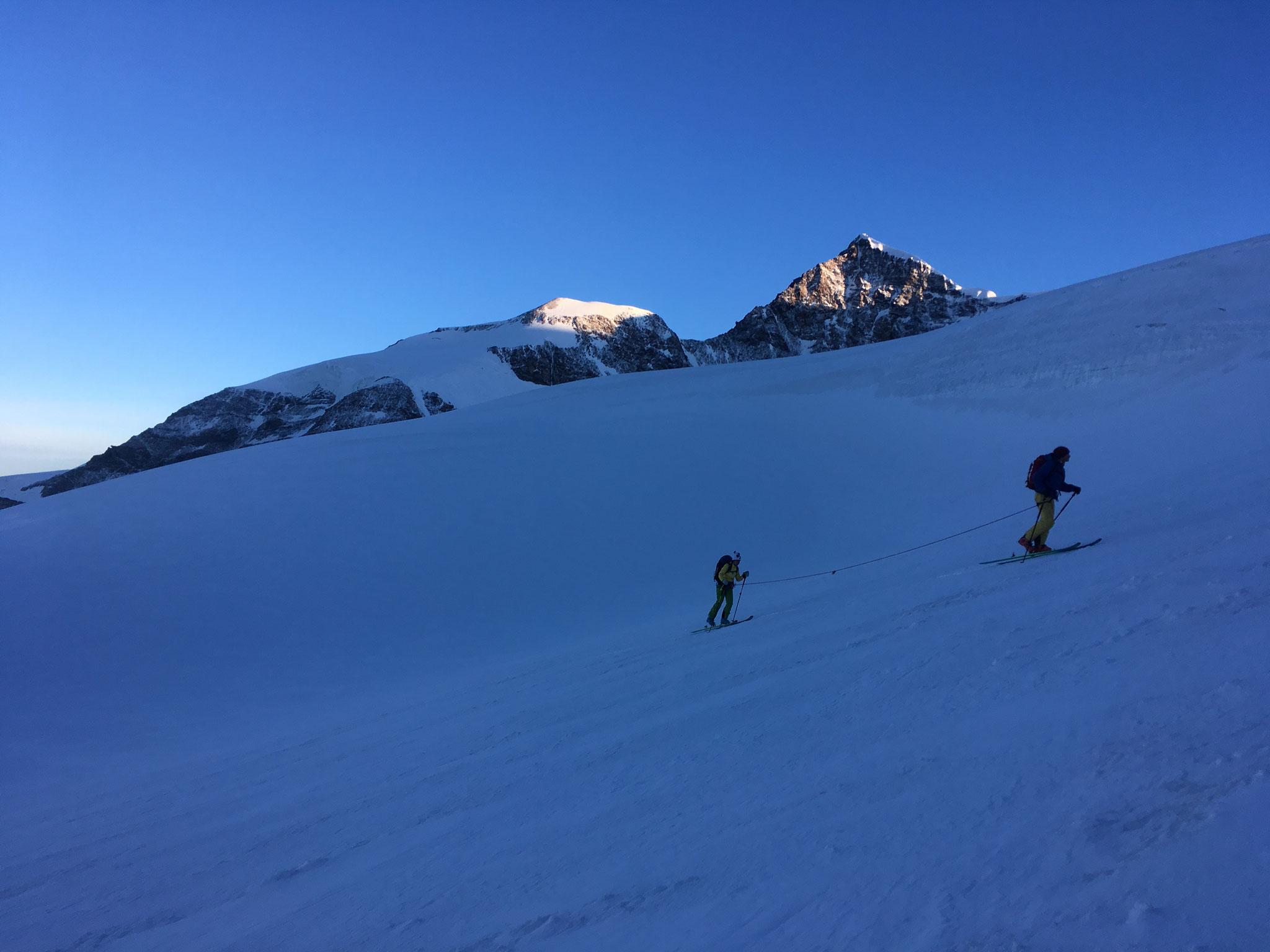 Au petit matin, les skieurs nous tiennent compagnie