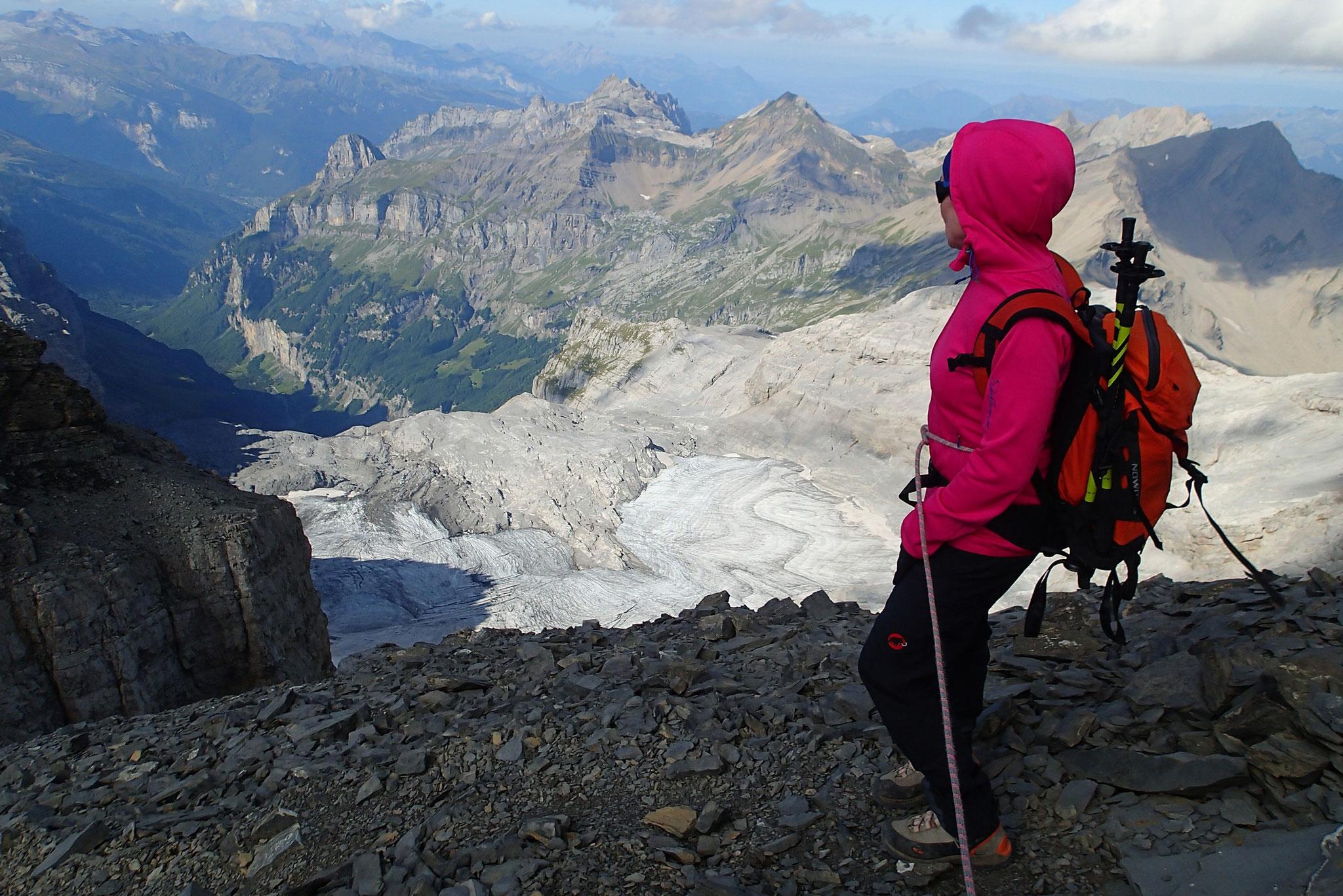 Descente, avant la brêche, regard sur le Glacier du Ruan en bas