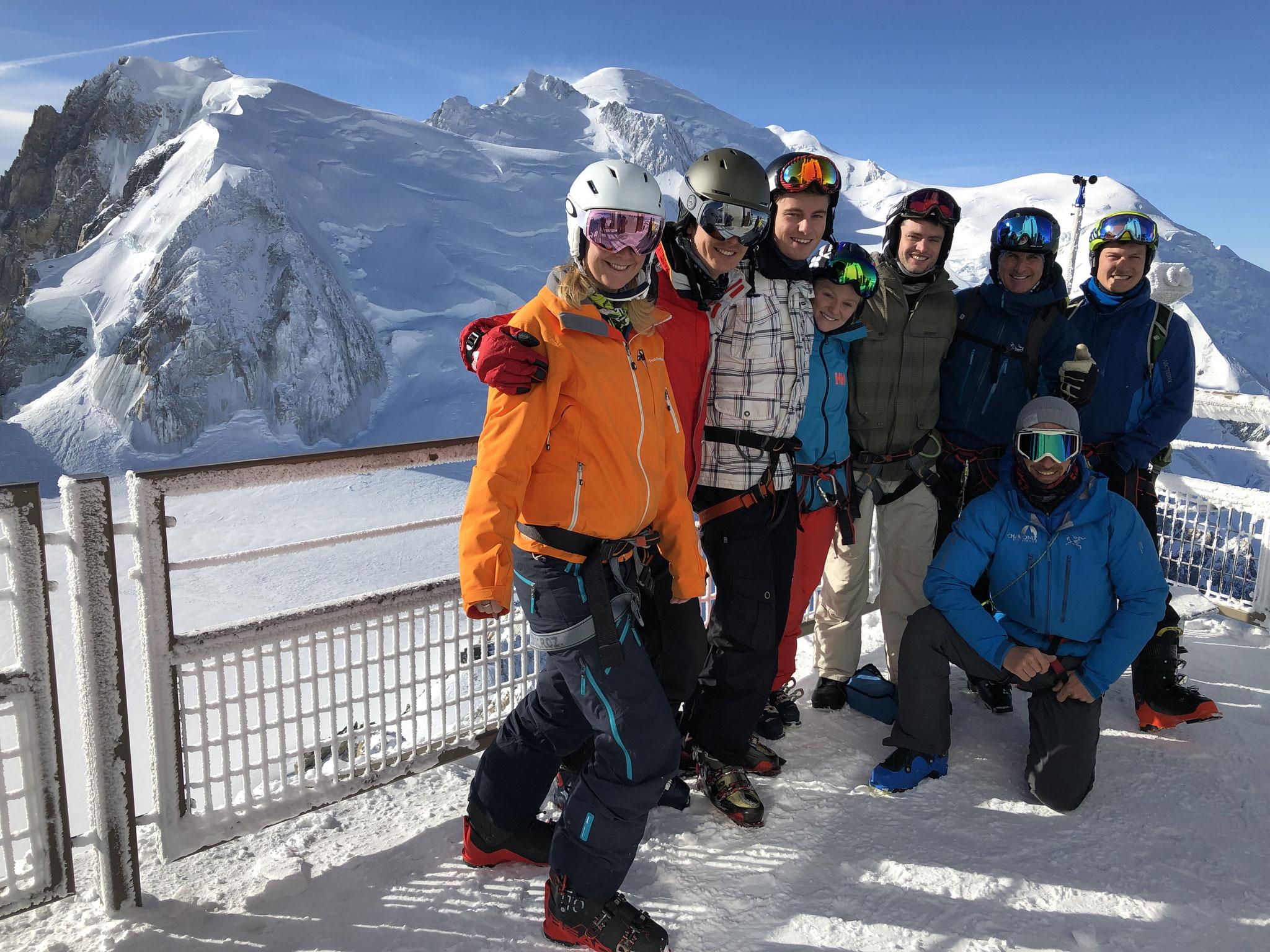 Alen et ses amis à 3842 m au sommet de l'Aiguille du Midi