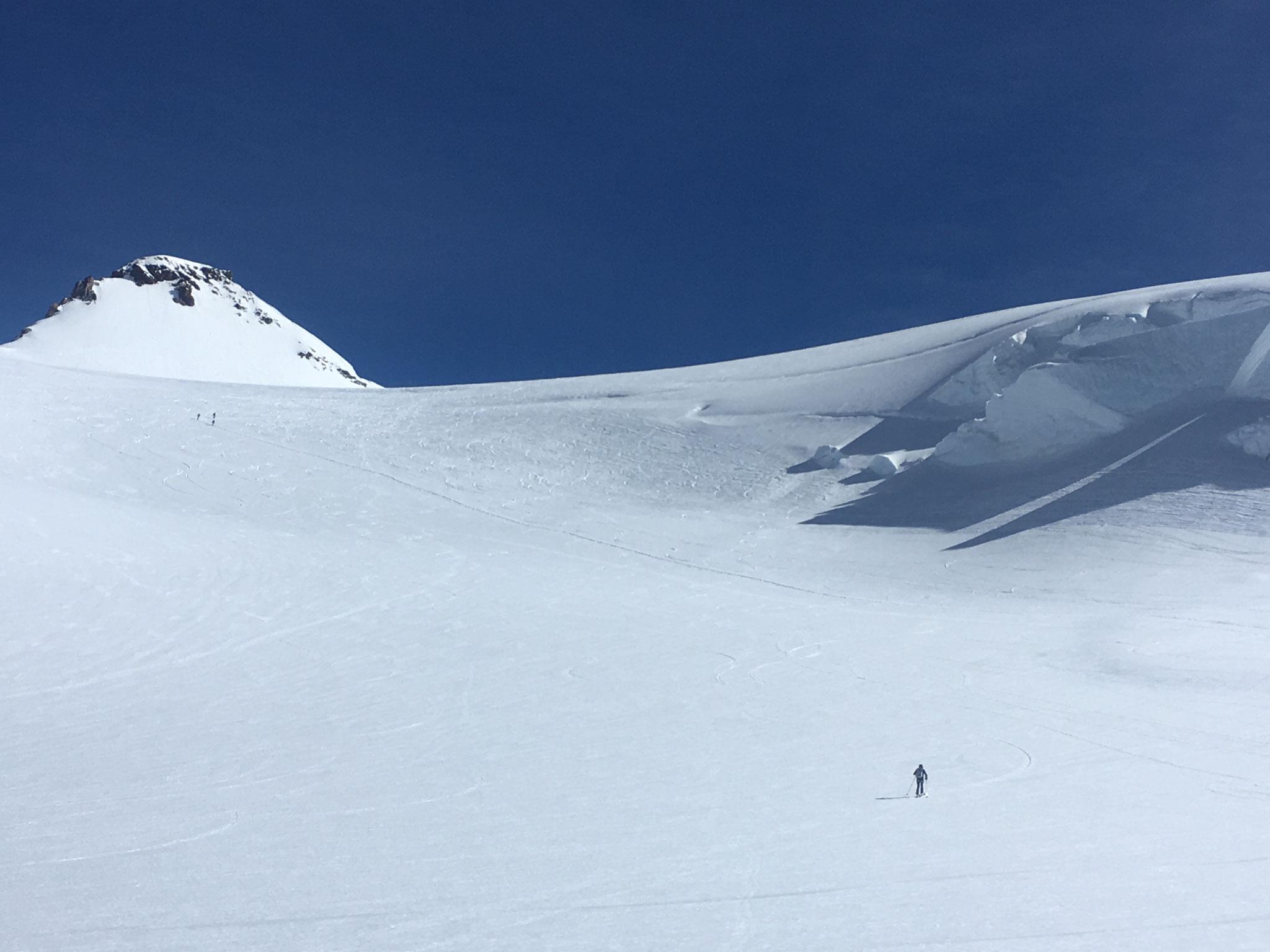 Remontée à ski vers la Zumsteinspitze et Cabane Margherita
