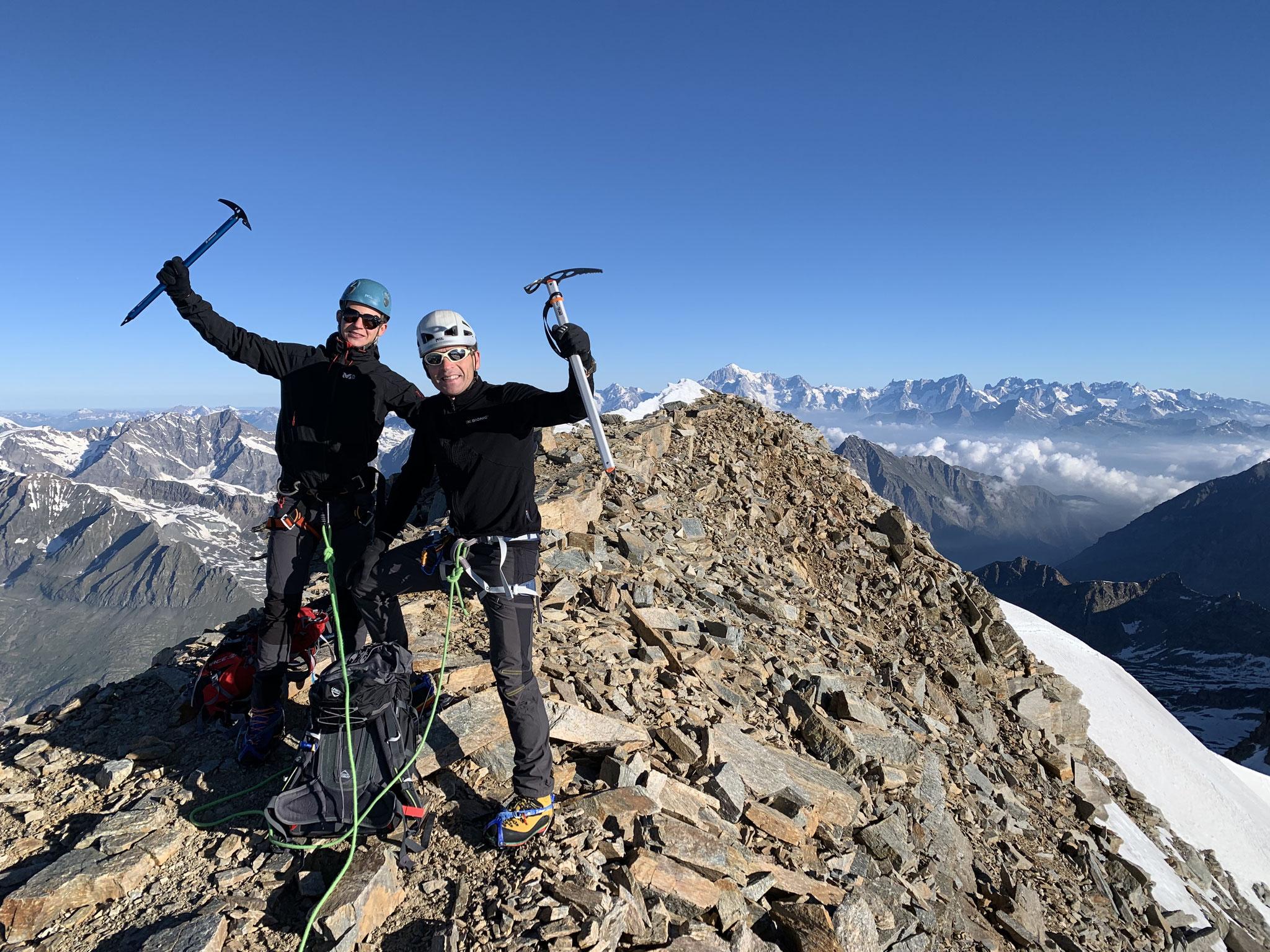 Maxime et François au vrai sommet du Grand Paradis. Bravo !