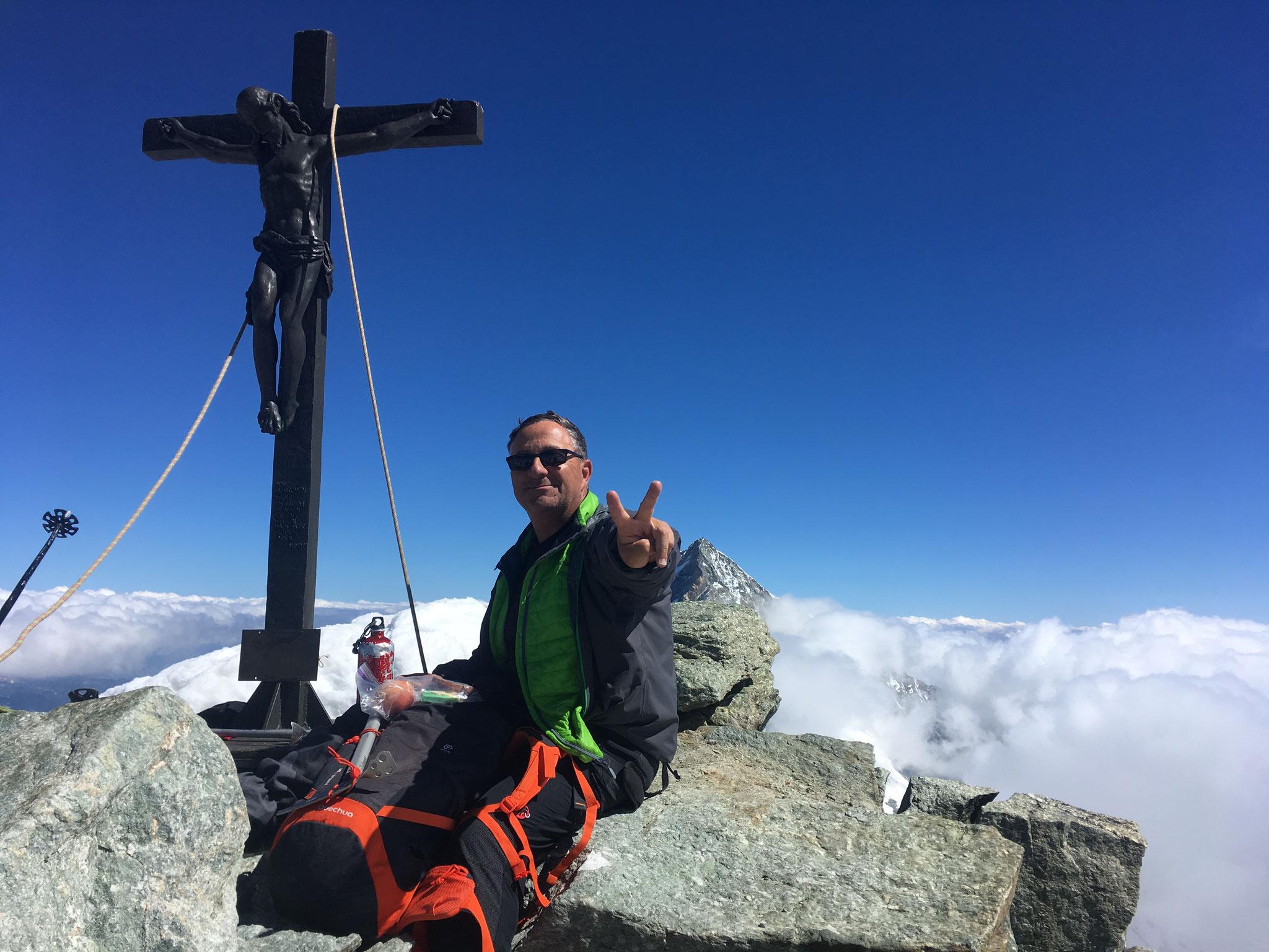 Après l'escalade sérieuse de l'arête Nord, Michel au sommet. Très grand bravo !
