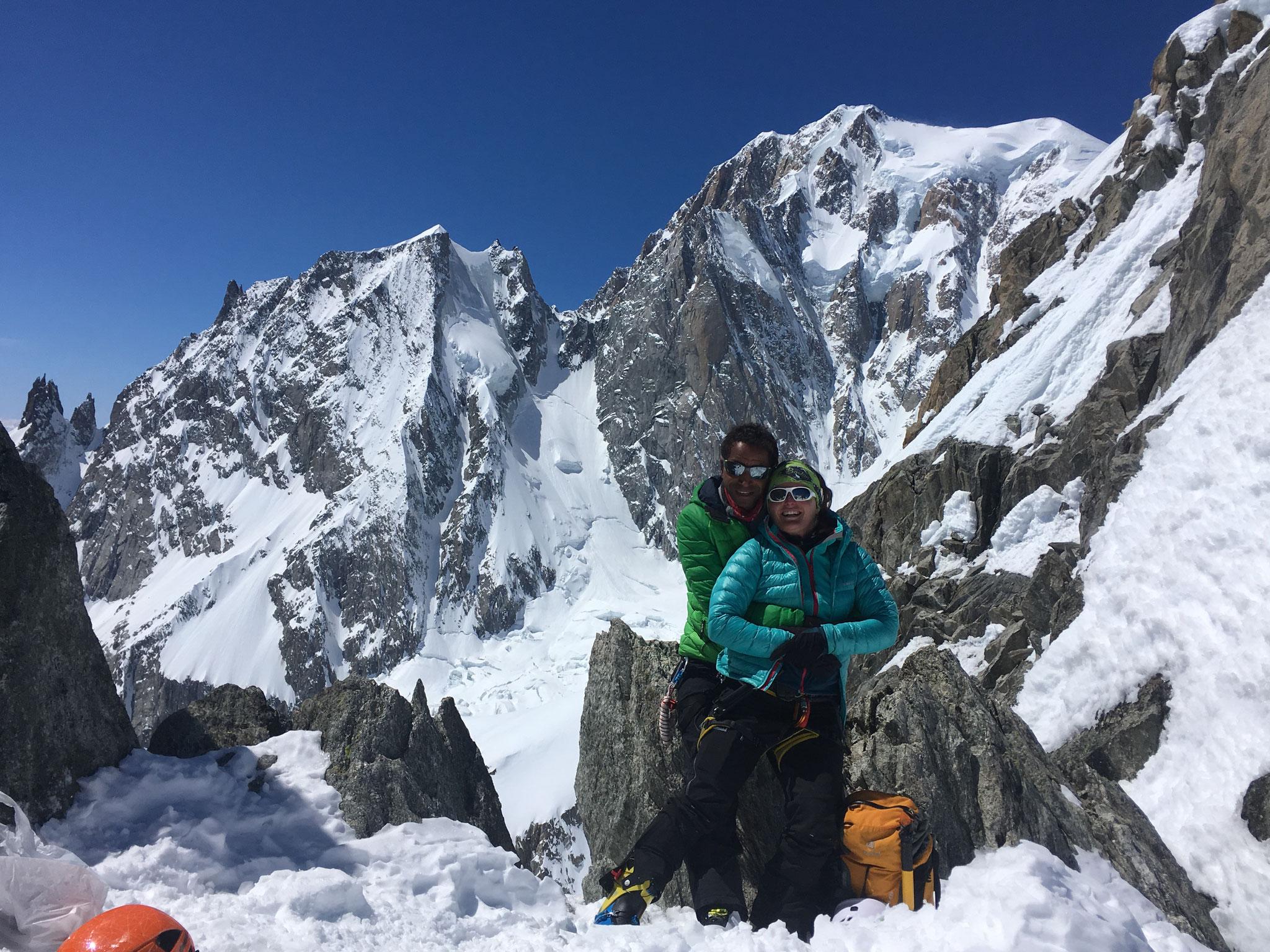 Au Col d'Entrèves, avec le versant Brenva du Mt-Blanc