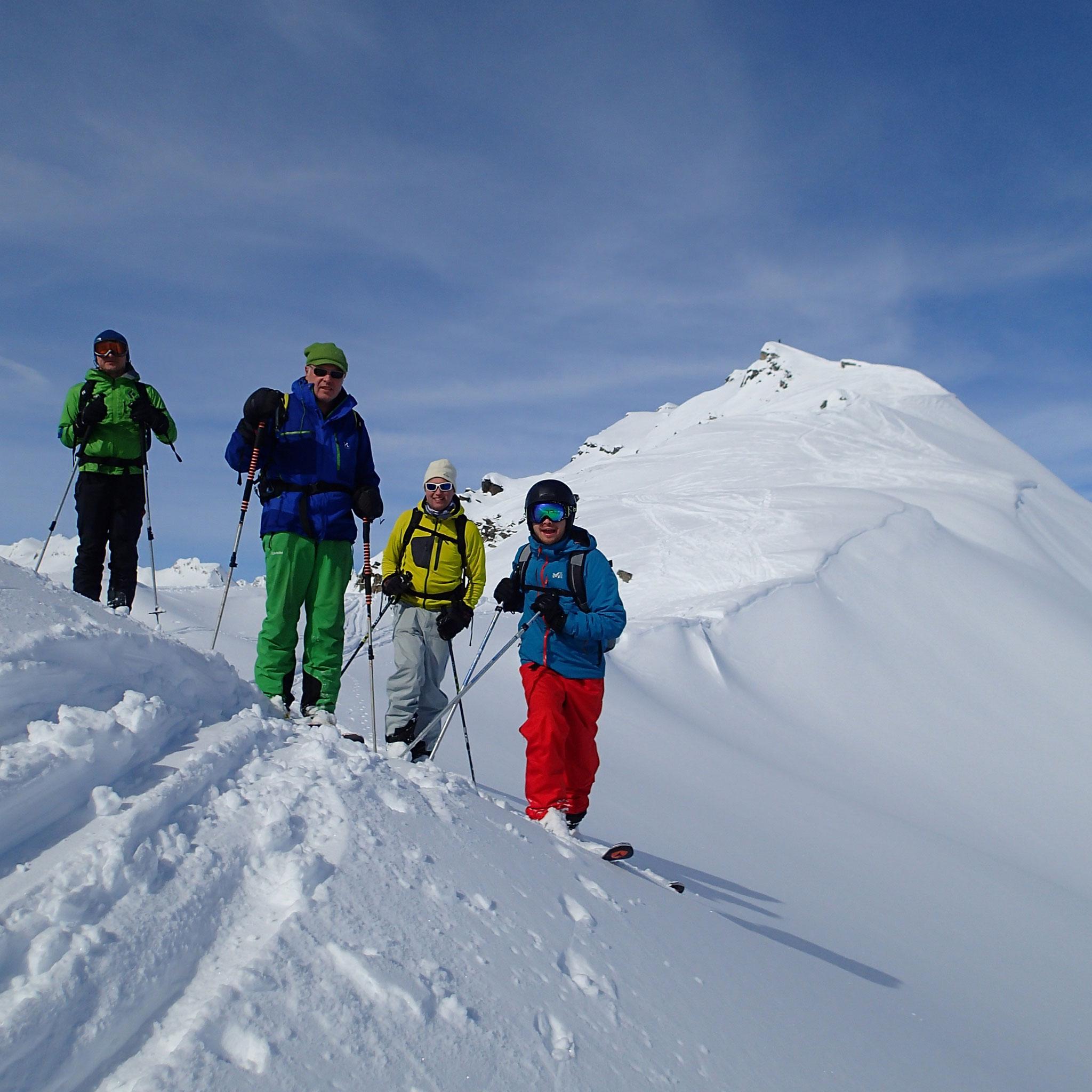 Après le sommet, les premiers virages à skis