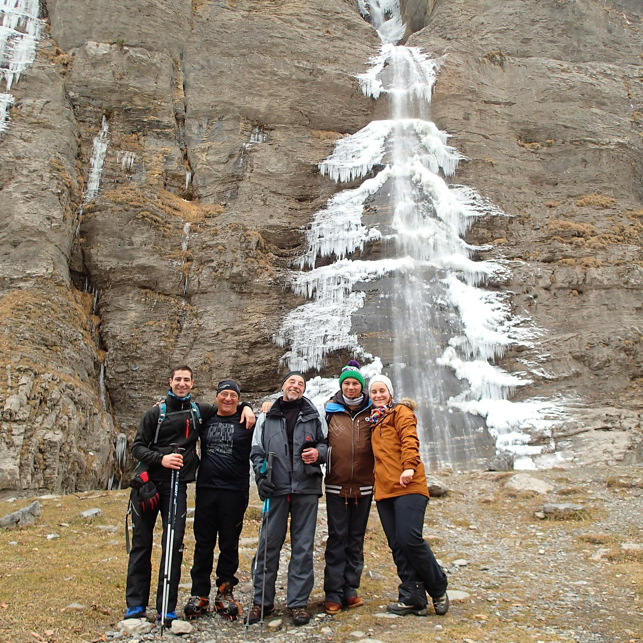 Photo obligatoire avec cascade et draperies