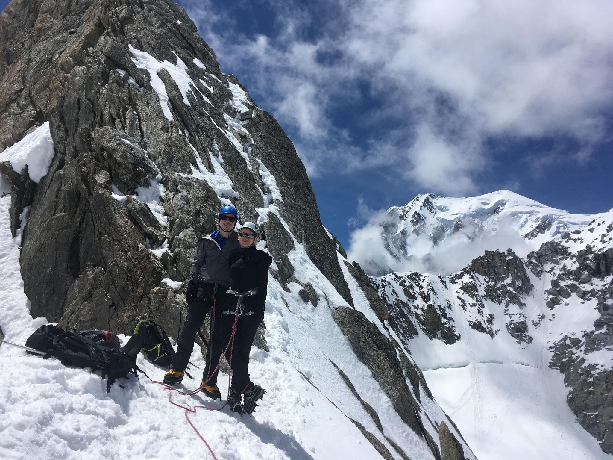 Pause sous le ressaut sommitale et Mont-Blanc