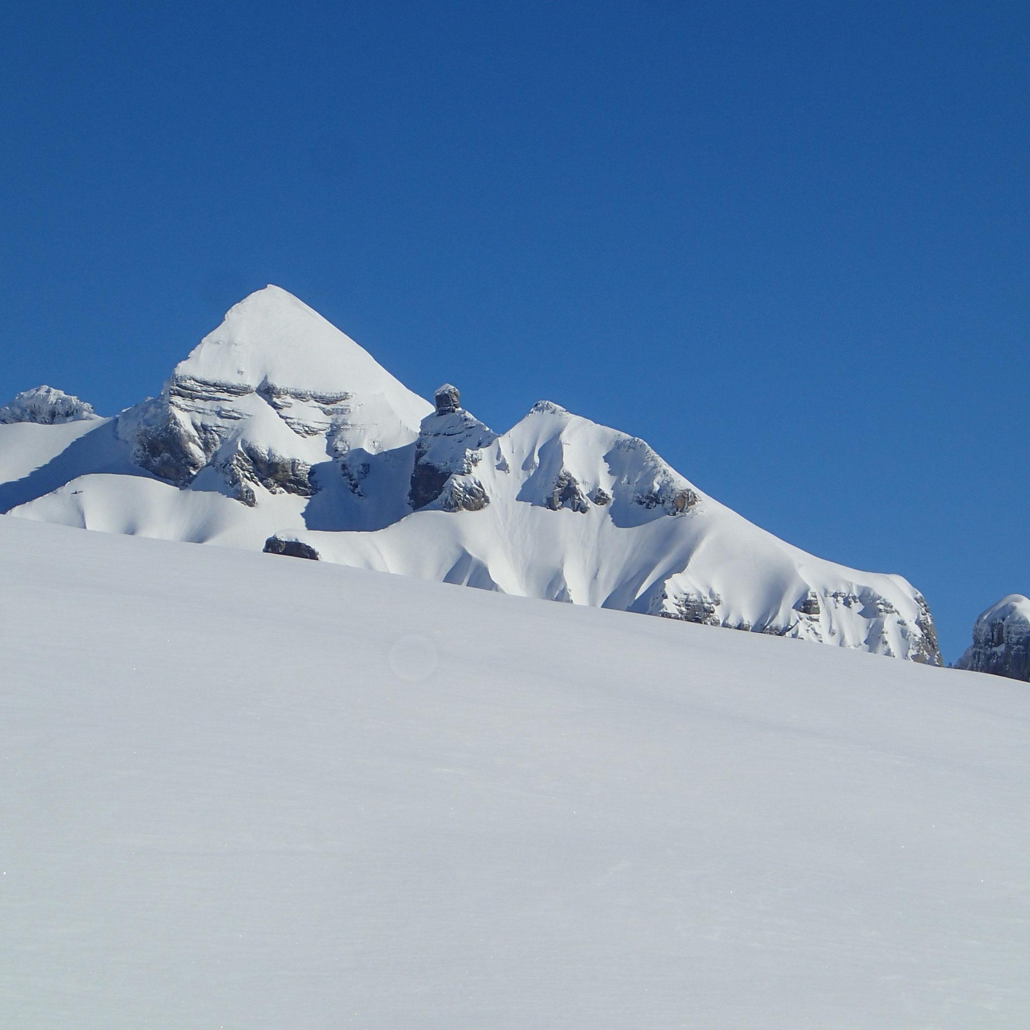 Près du sommet , une montagne magique apparaît : Le Tenneverge