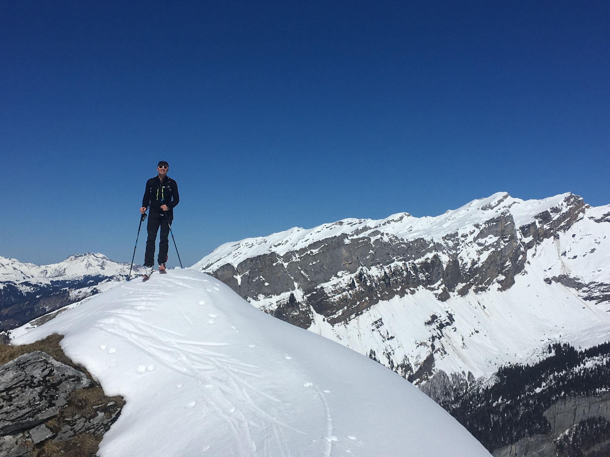 Olivier au sommet, juste avant la petite descente à la Brêche 2050 m