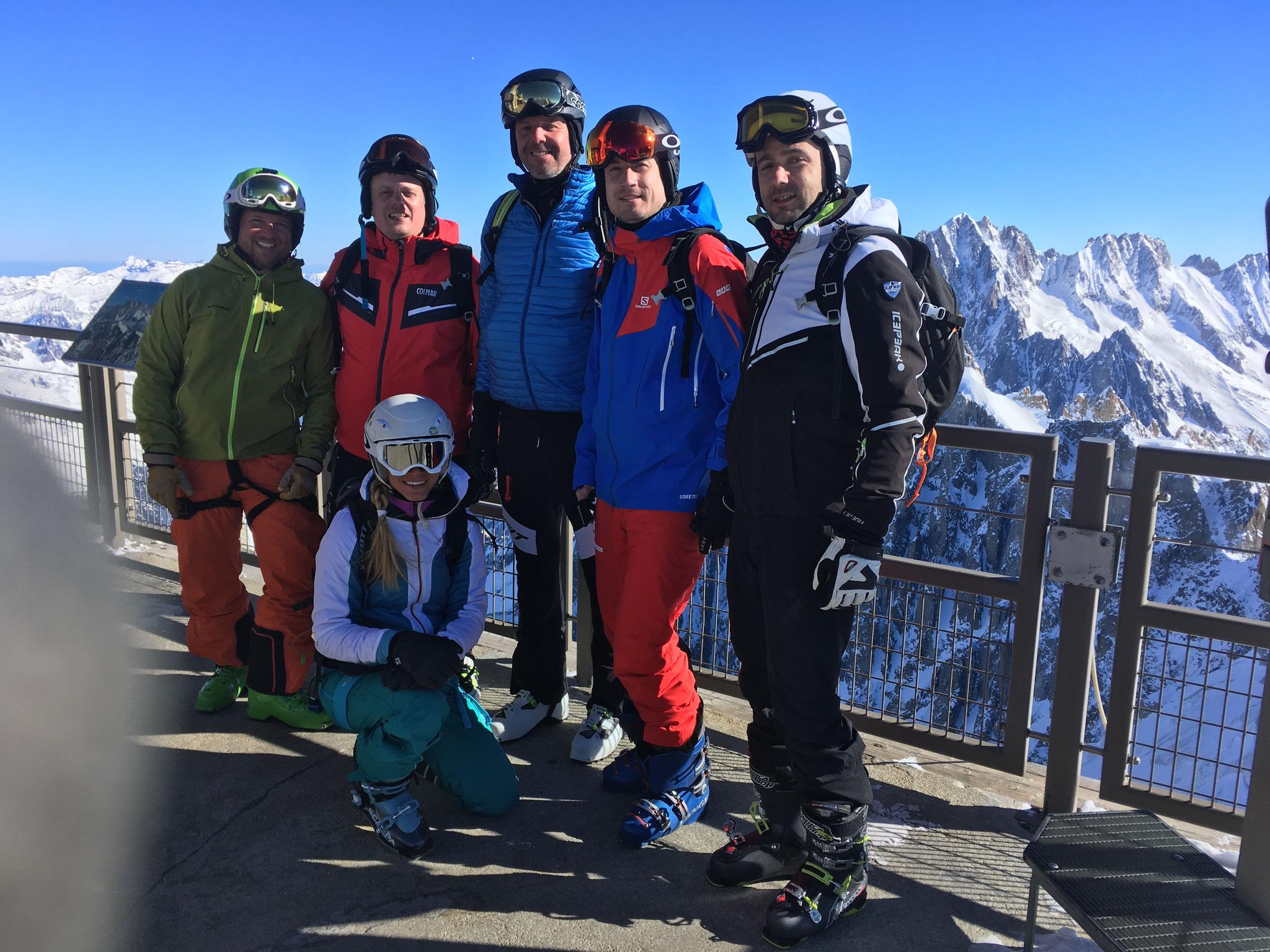 L'équipe du jour au sommet de l'Aiguille du Midi