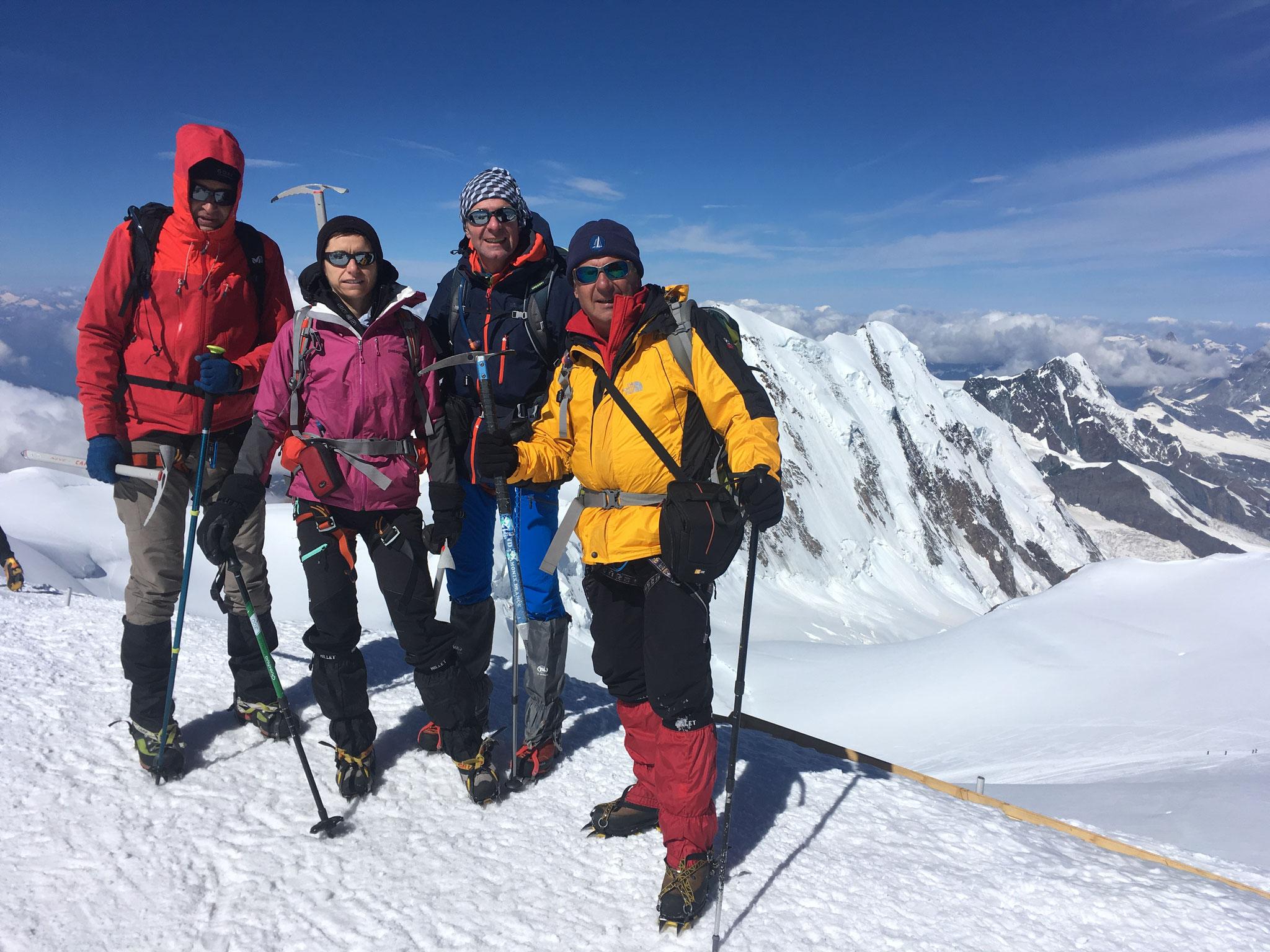 Du sommet, vue sur le Lyskamm. Bravo à tous !
