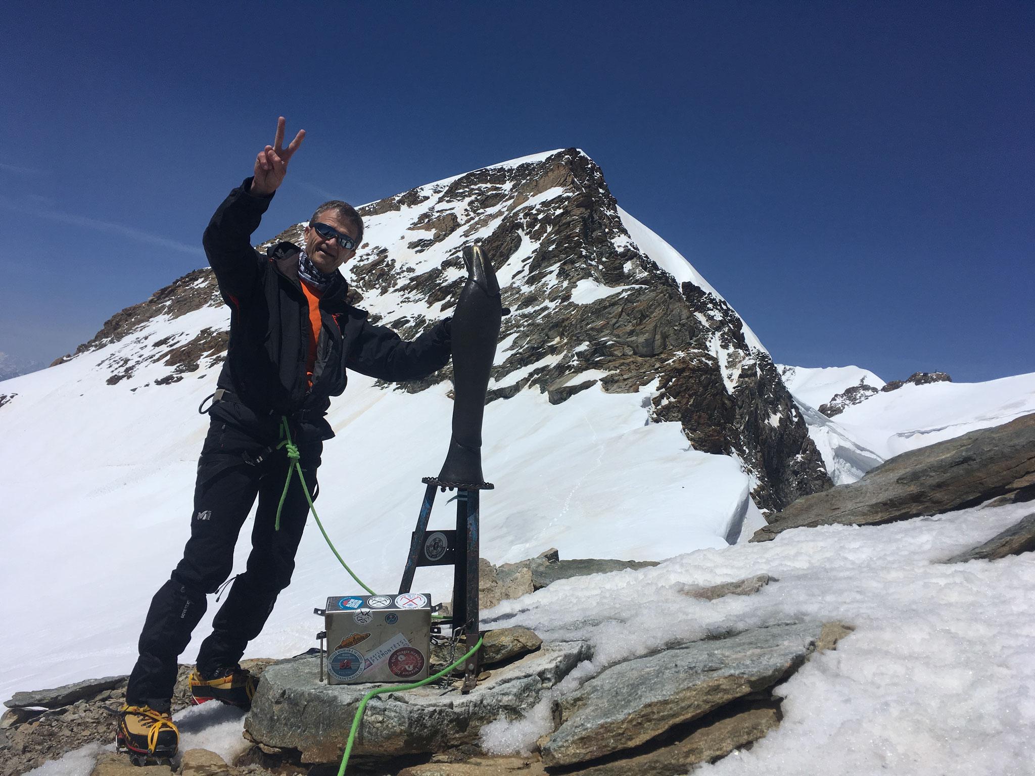 Bravo Gérard ! Au sommet de la Punta Giordani.