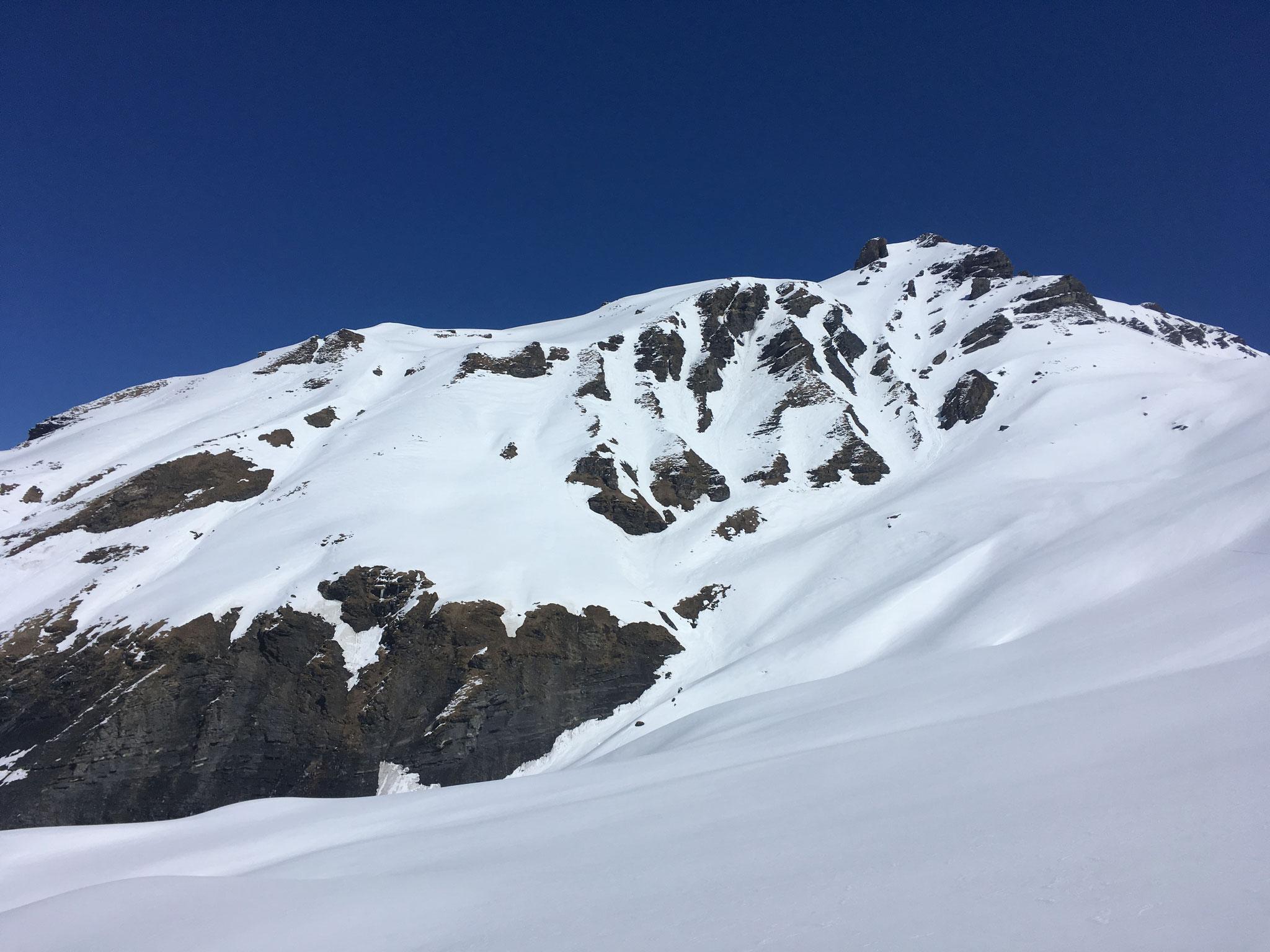 En haut à droite, les 2 couloirs supérieurs d'accès aux Baux Prés. Jolis pour le ski !
