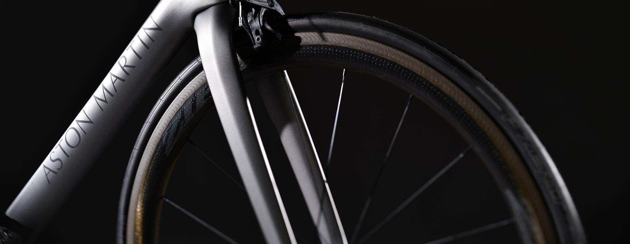 Storck Bicycle und Aston Martin stellen gemeinsames Bikeprojekt vor