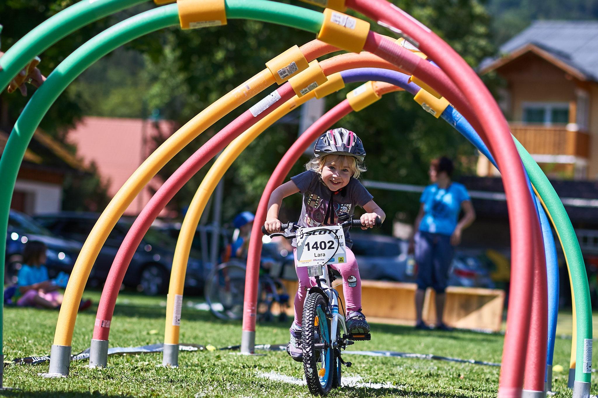 Foto Martin Bihounek: Beim Parcours-Wettbewerb geht´s für die Kids nur um Spaß am Bike
