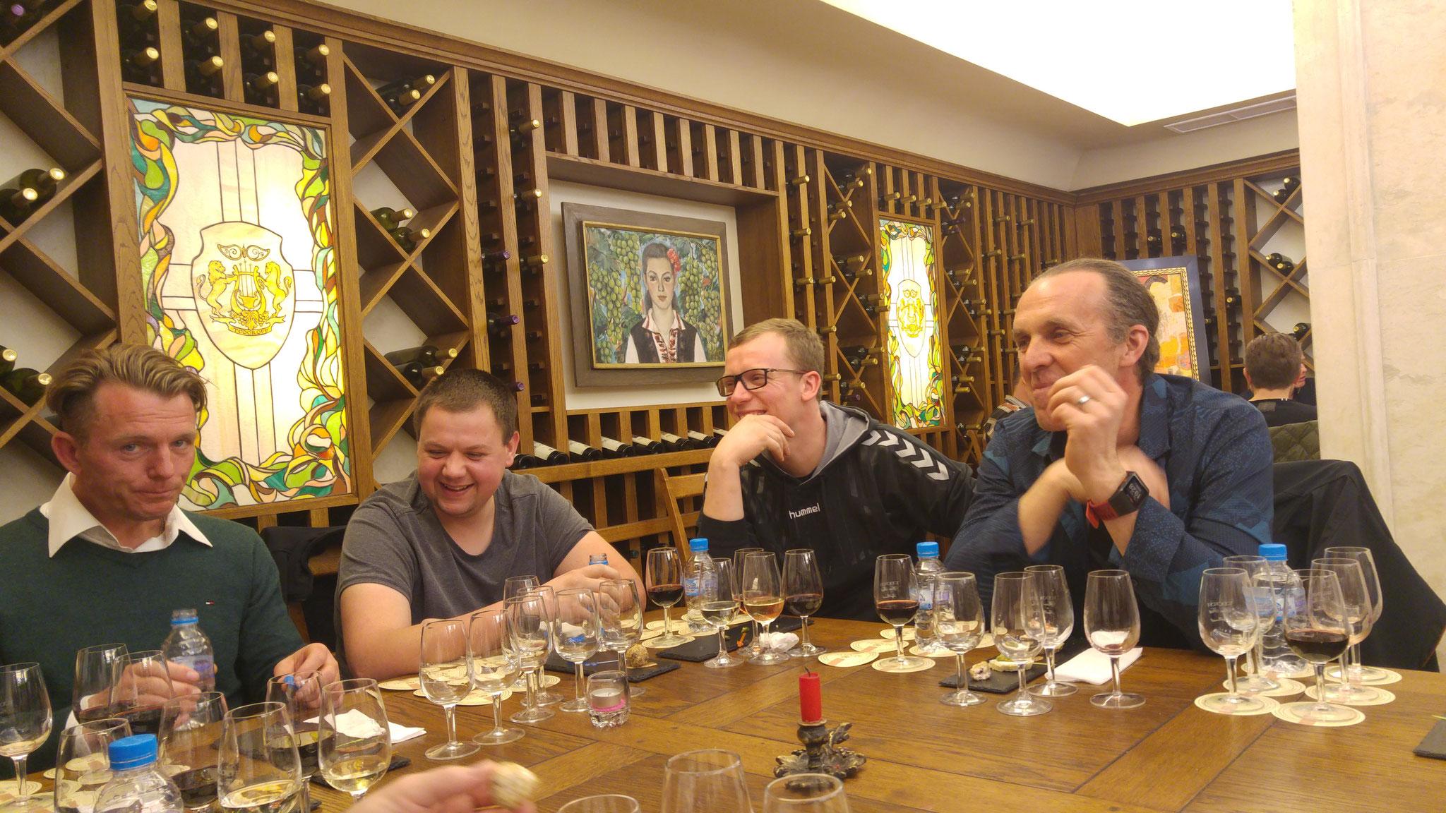 © Michael Wagner - Unsere Crew aus Berlin bei der Weinverkostung