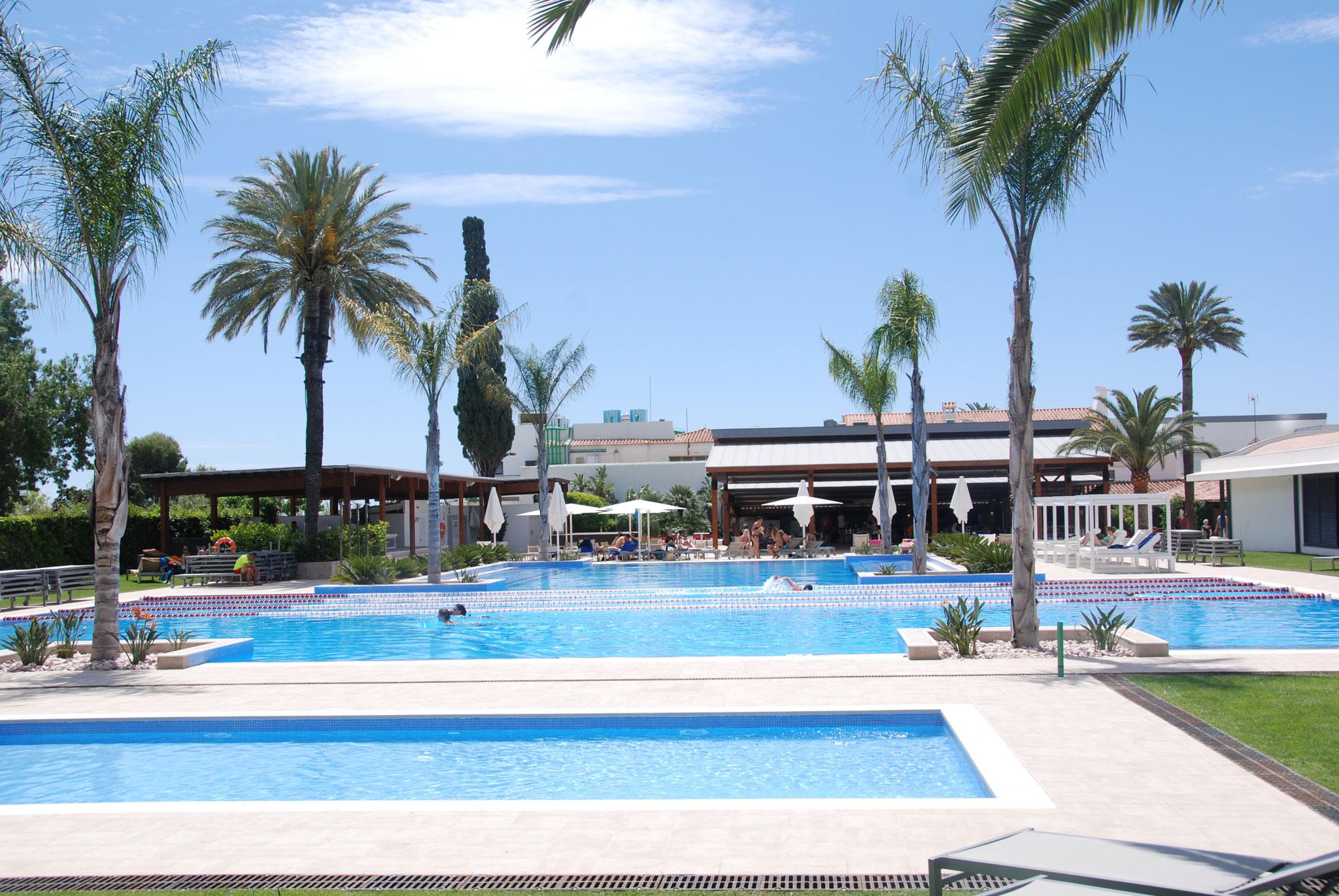 Der Pool bei der Snakbar/Restaurant