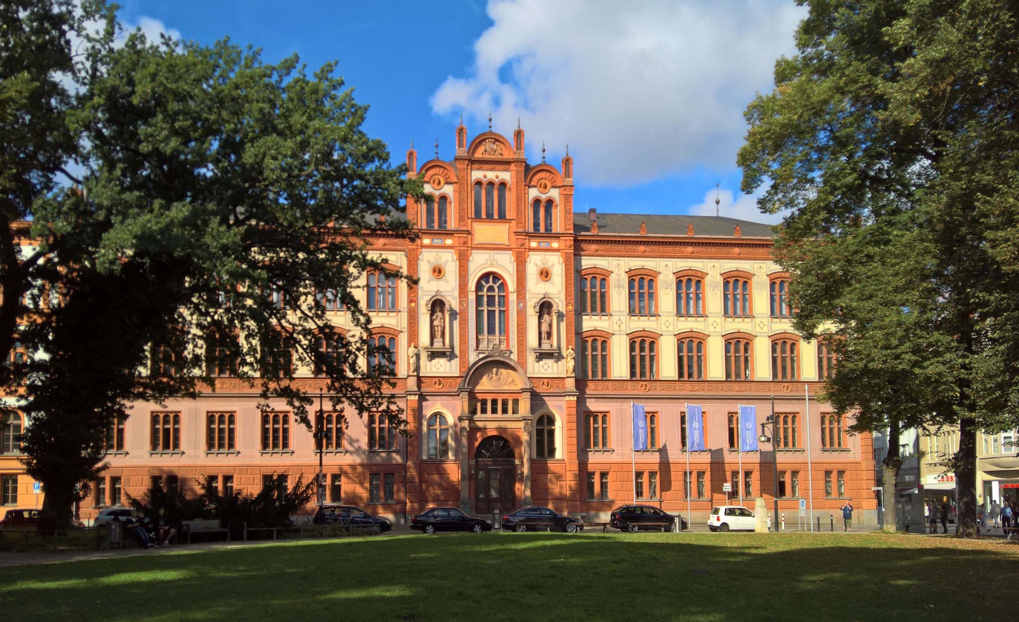 Das Hauptgebäude der Rostocker Universität.