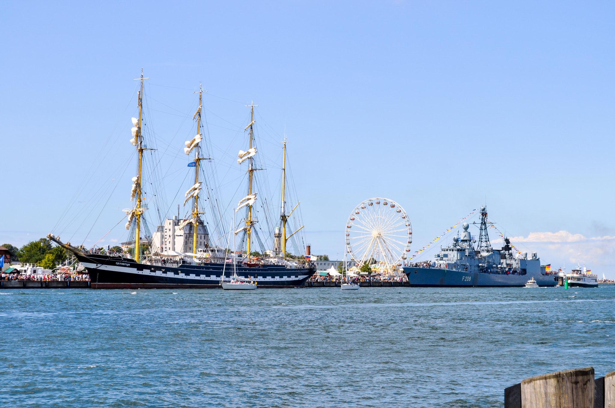 Warnemünder Kai während der Hanse Sail.