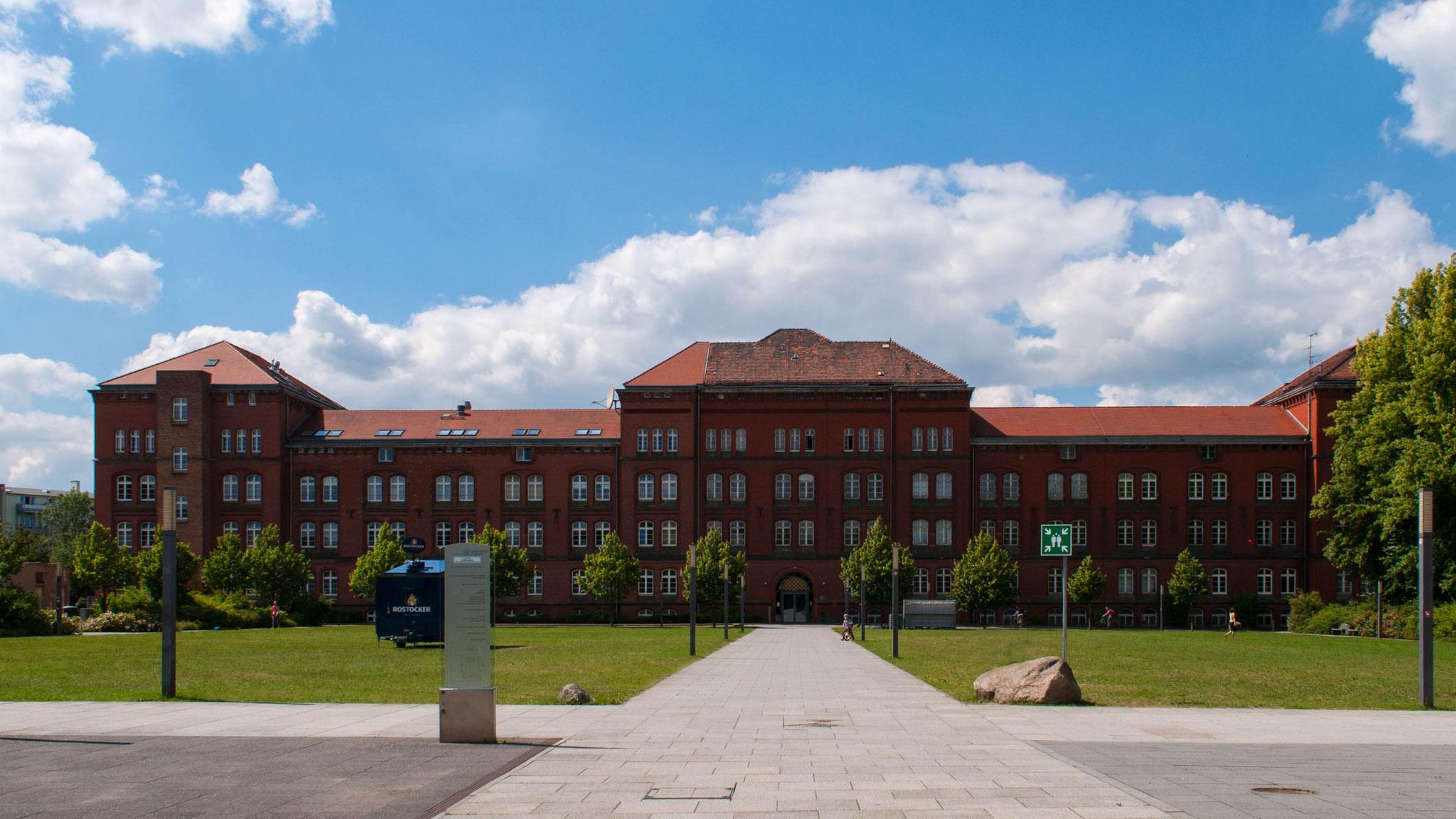 Universitätsgebäude in der Ulmenstraße.