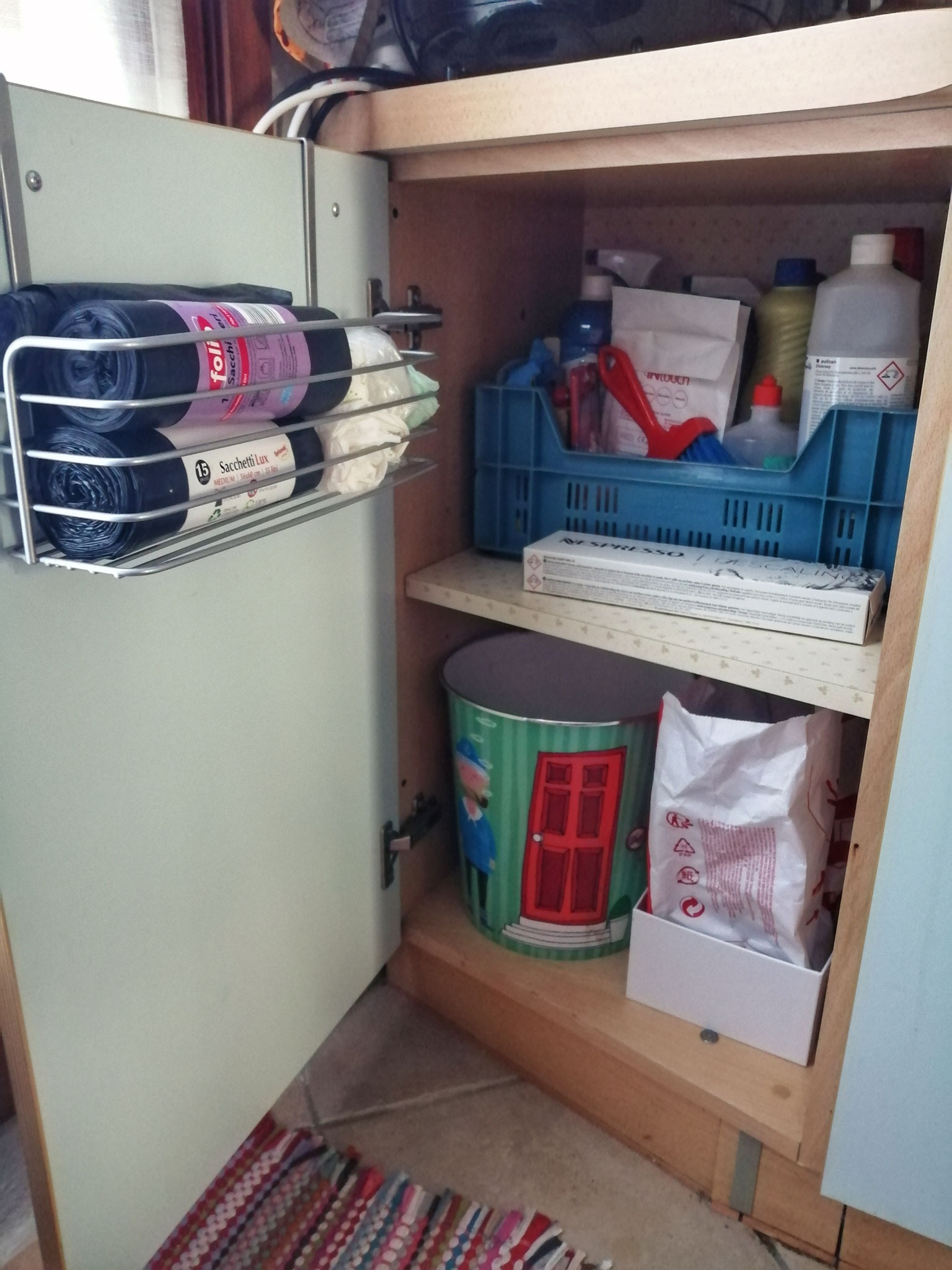 Zona detergenti: dopo (con nuova zona raccolta differenziata)