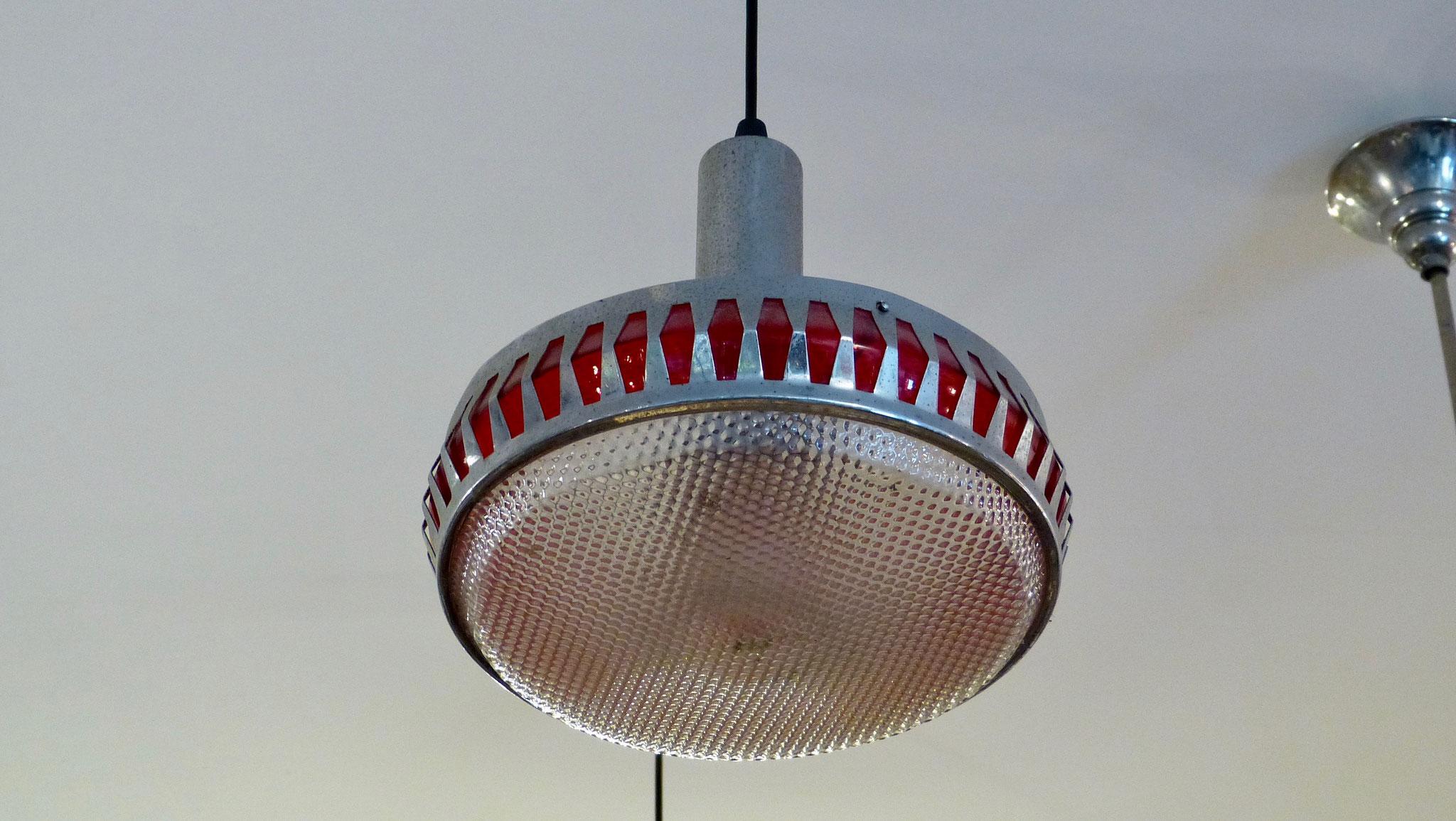 Hanglamp uit de jaren '60. Prijs € 75,-