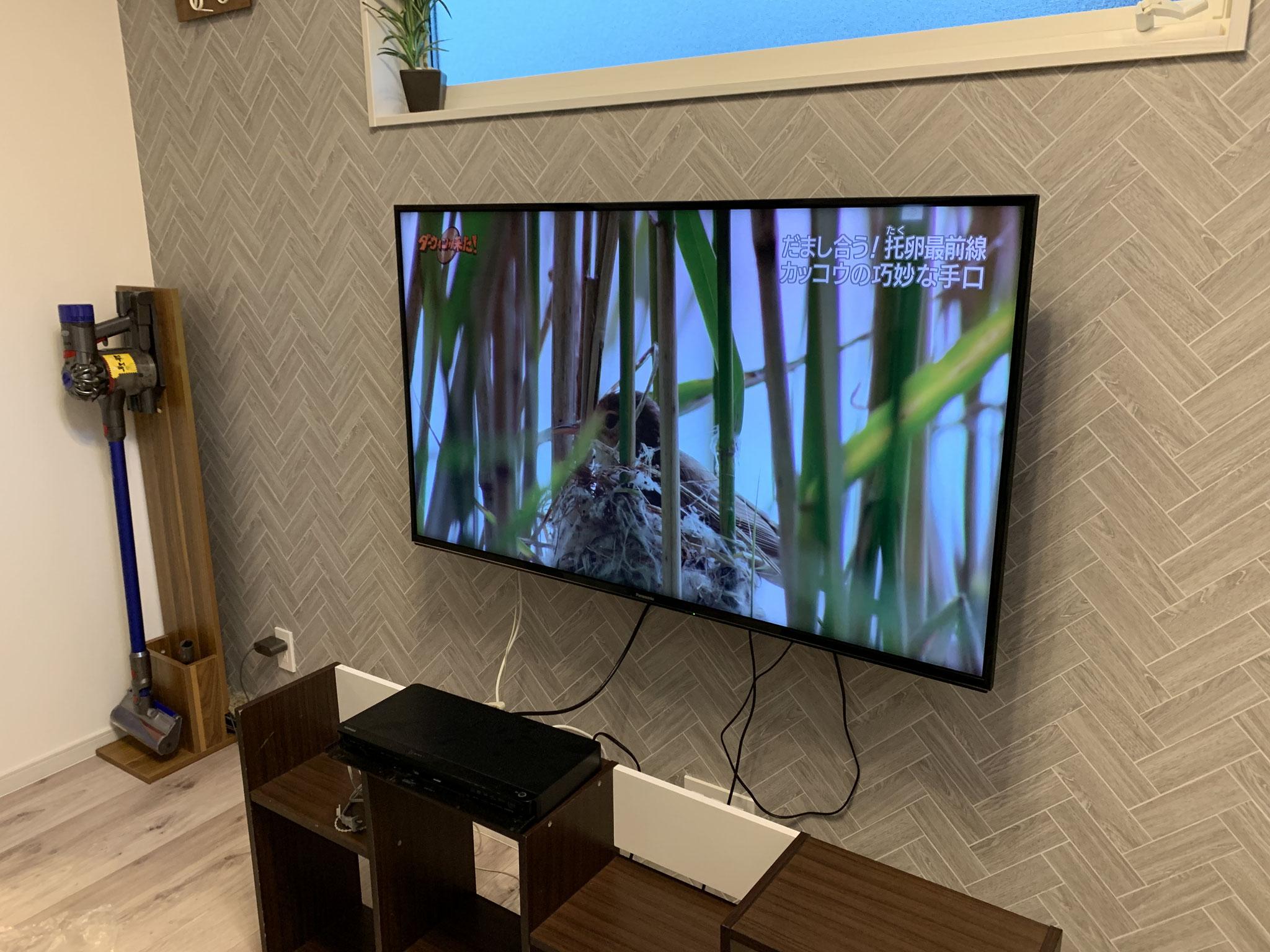 テレビ壁掛けの完成です。
