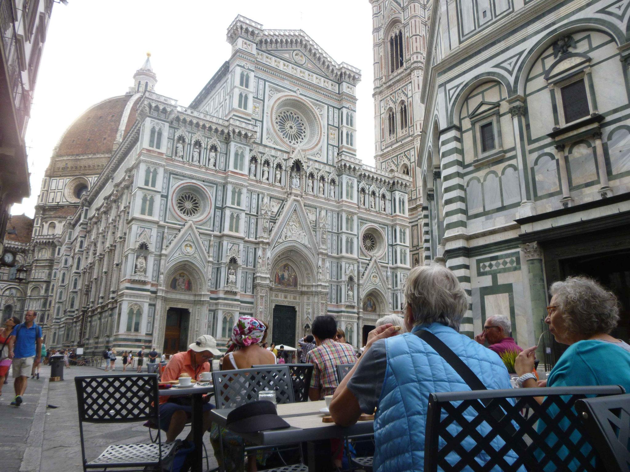 Frühstück vor dem Dom in Florenz