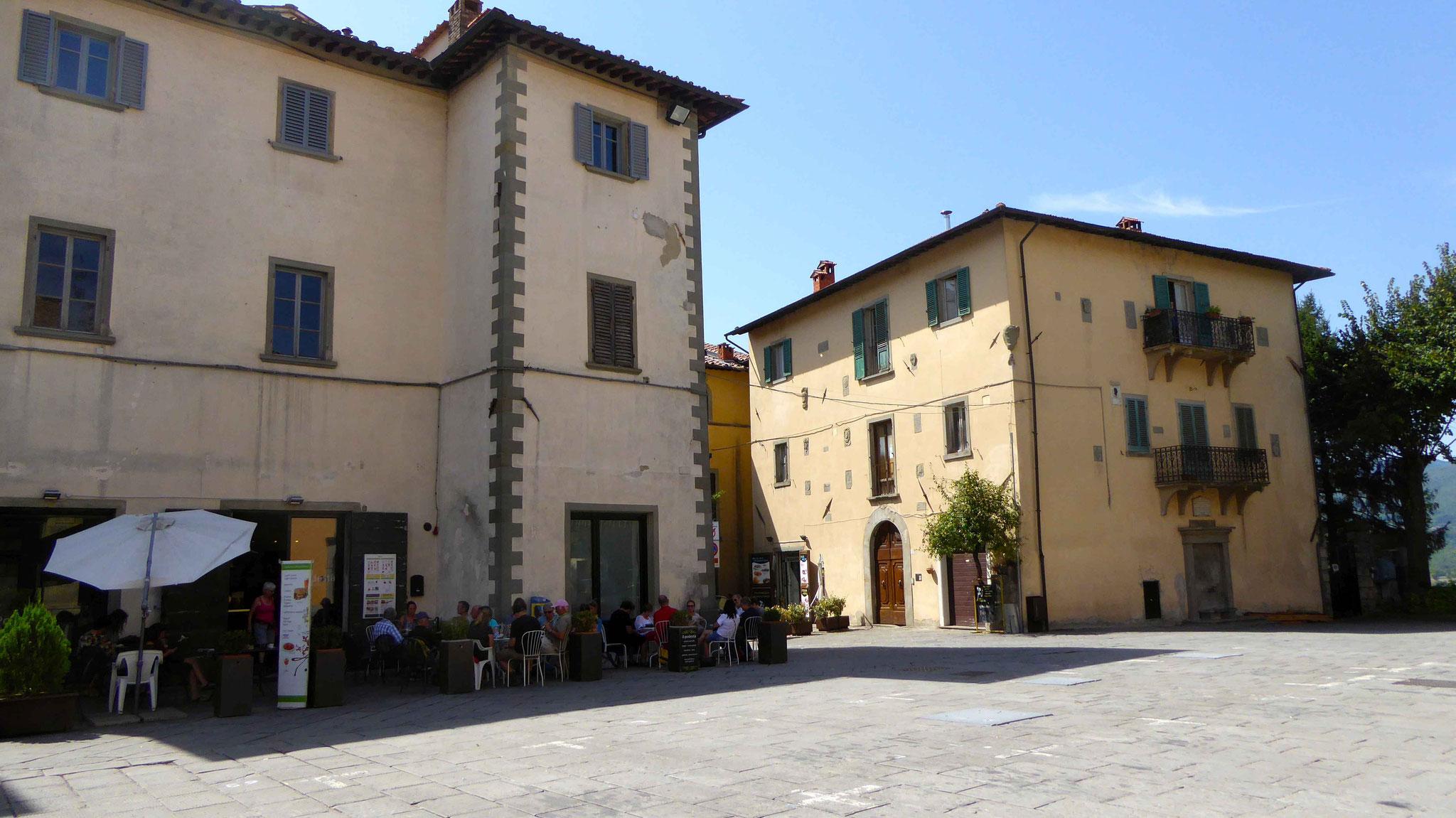 Auf der Piazza in Bibbiena