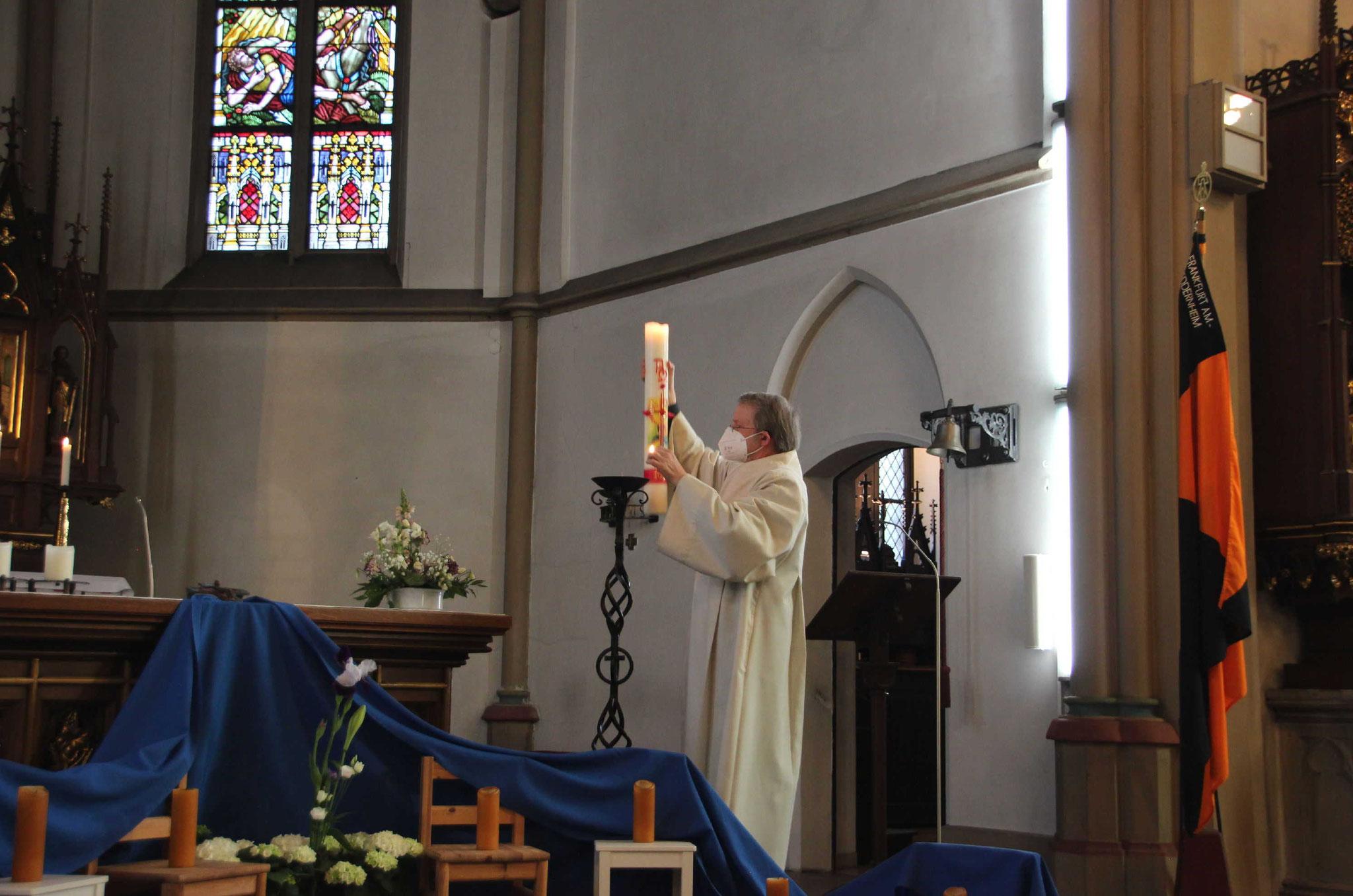 Maria breit den Mantel aus, mach Schutz und Schirm für uns daraus
