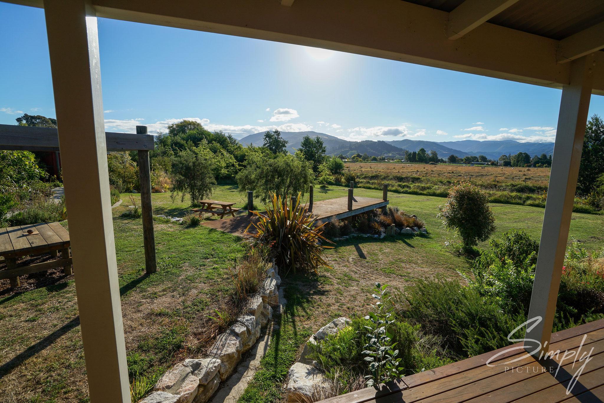 Riwaka, Tasman, Eden's Edge Lodge, Ausblick von der Veranda aus der Lodge