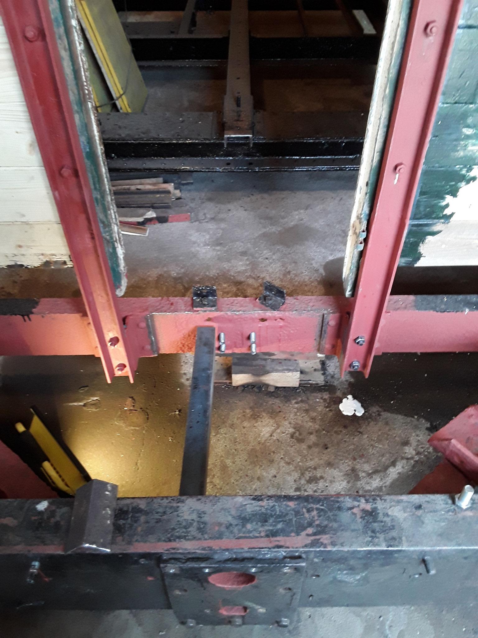 Neu Eisenträger an der Kupplungsführung waren notwendig