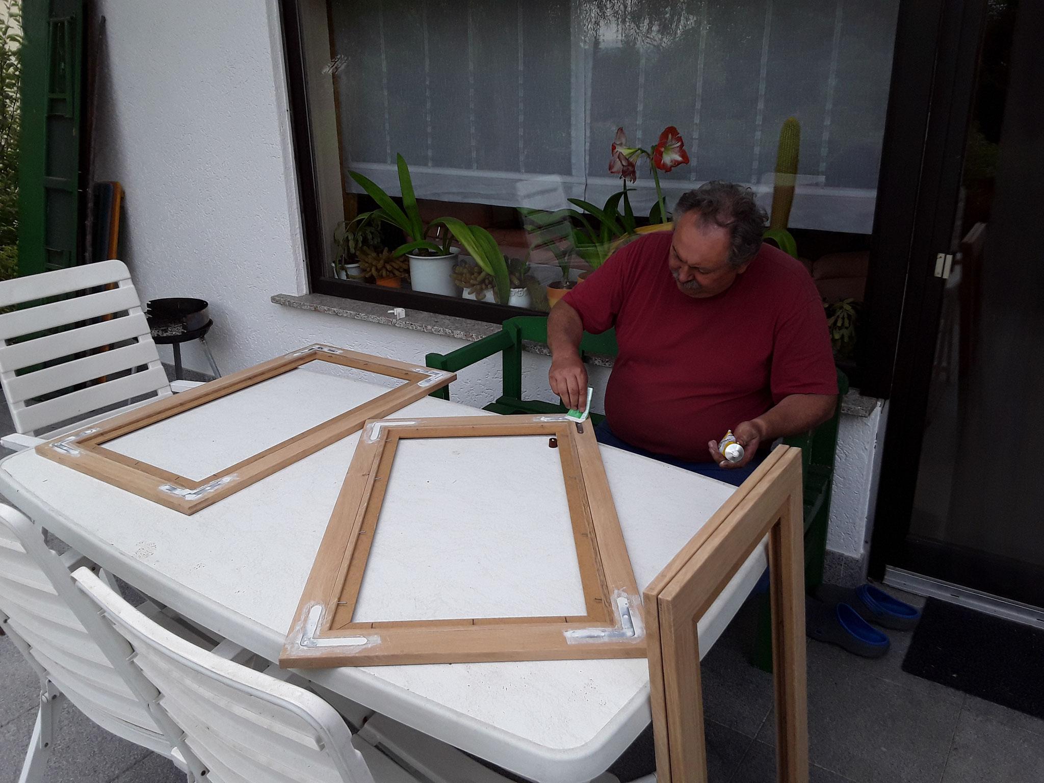 Die neuen Fenster sind da, die Kreuzschlitzschrauben wurden gut verschpachtelt
