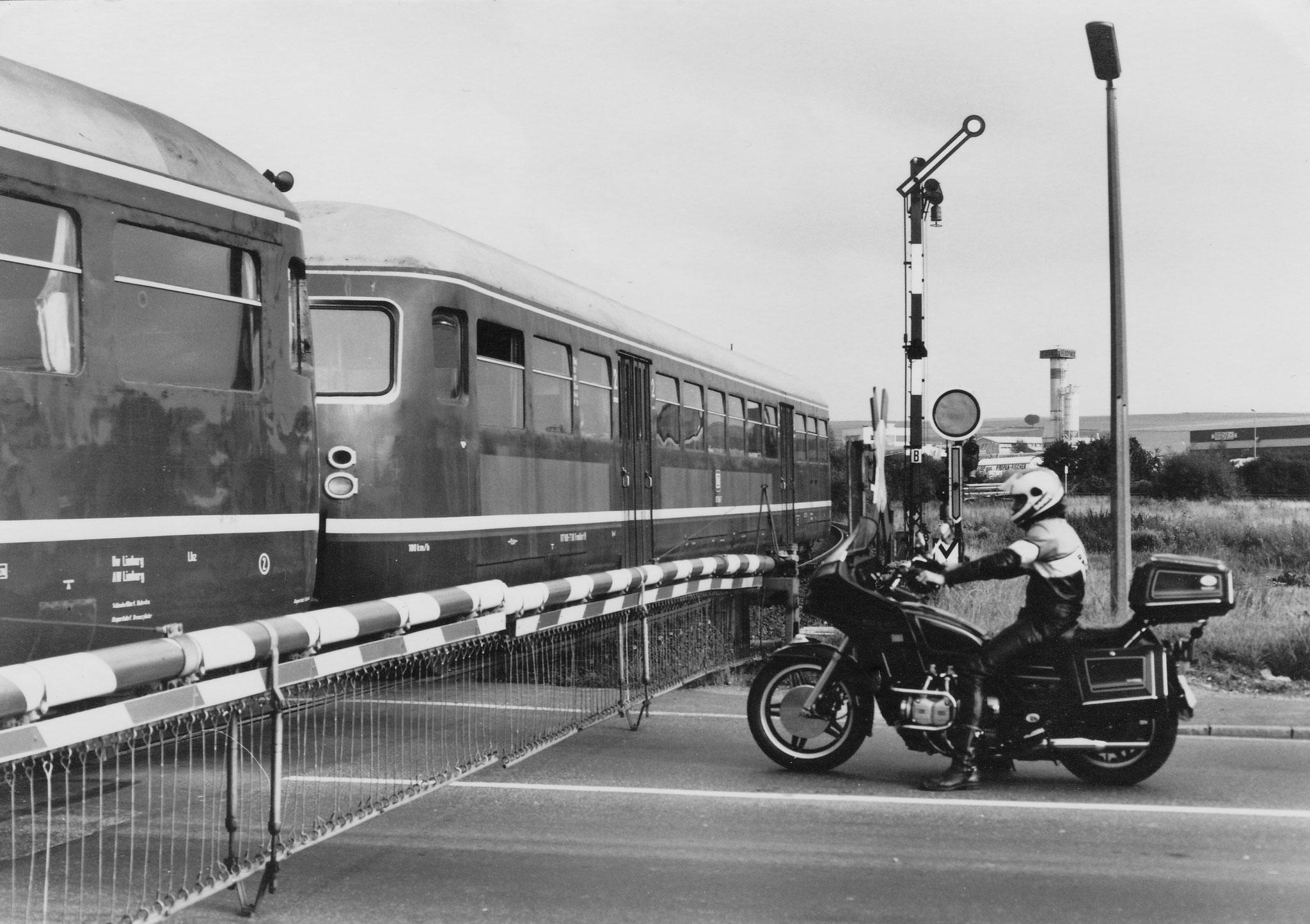 07.09.1982 am Haltepunkt Diez Ost der Westerwaldbahn