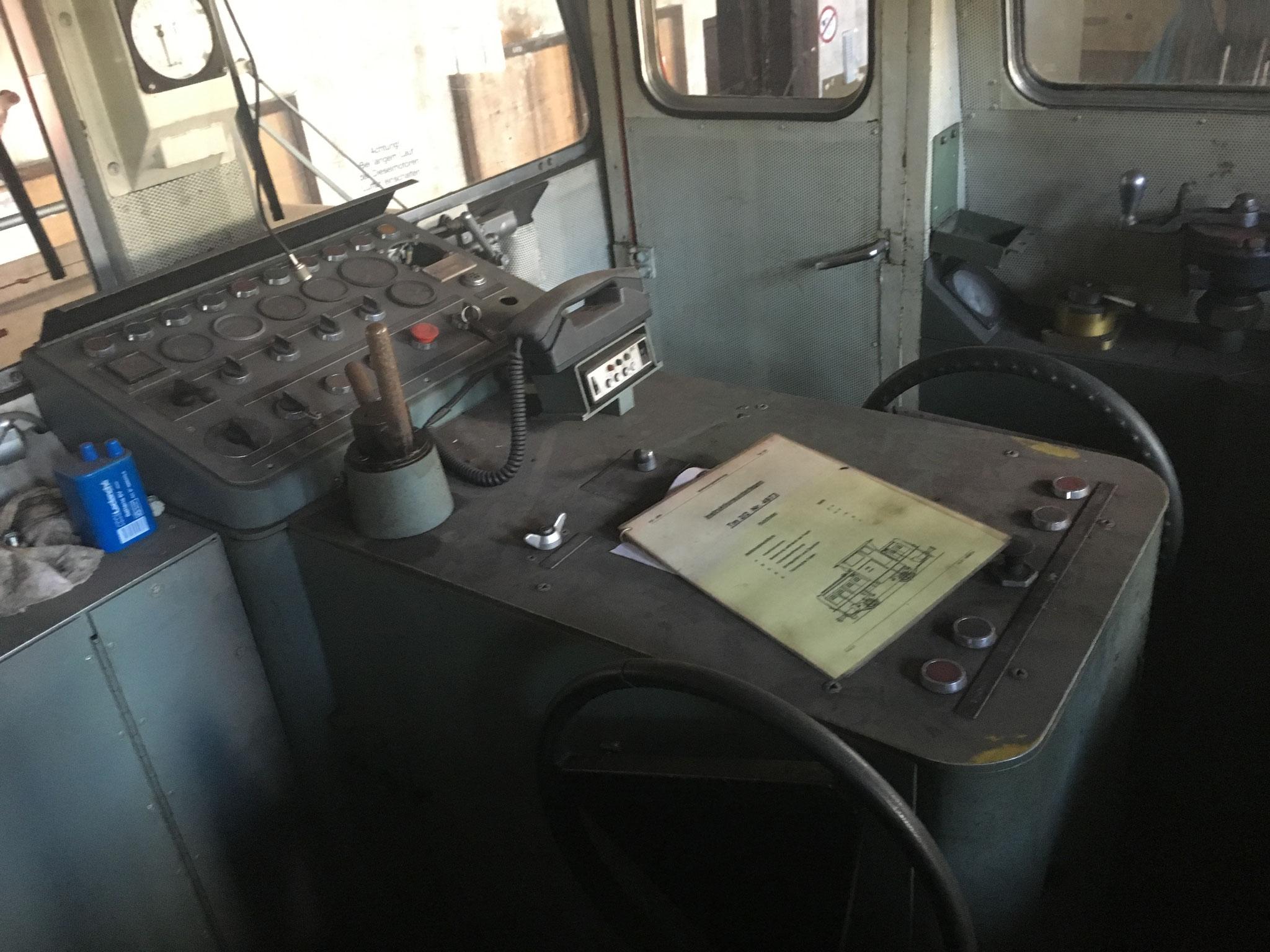 Im Führerraum, noch in Zustand wie er in der Schweiz umgebaut wurde
