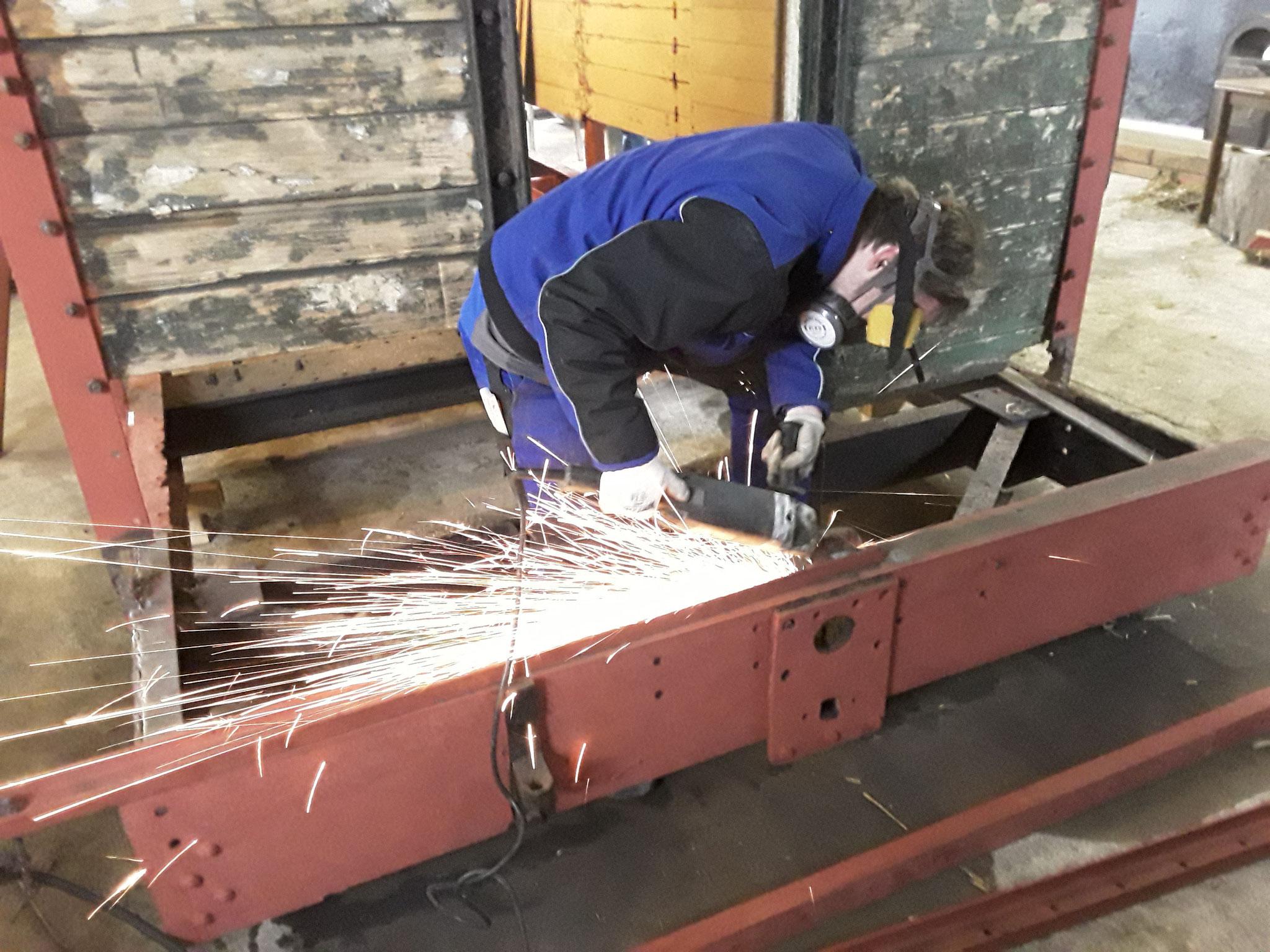 Auch durchgerostete Eisenträger wurden entfernt