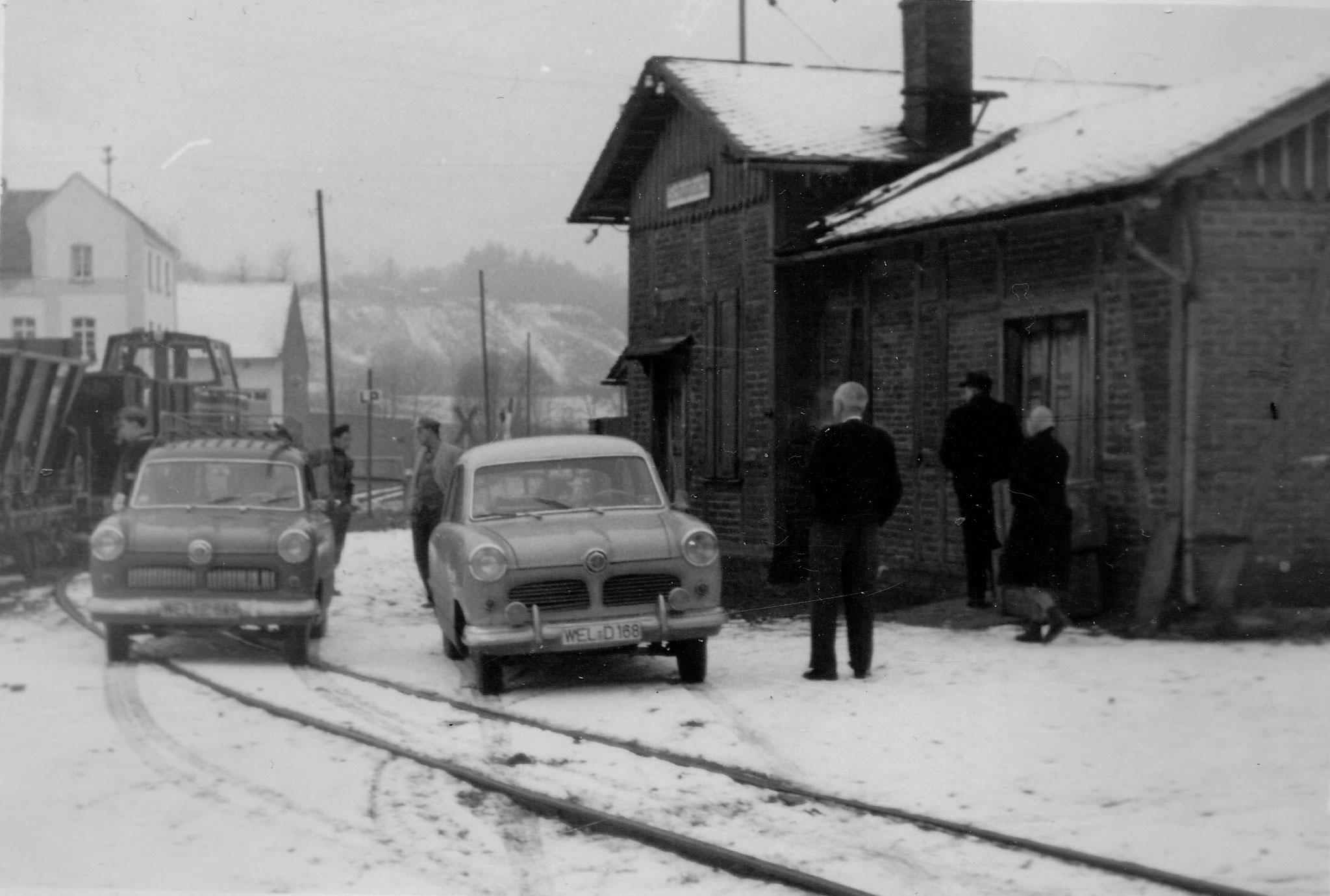 Parken vor den Bahnhof? Kein Problem 1959                               Foto Würges