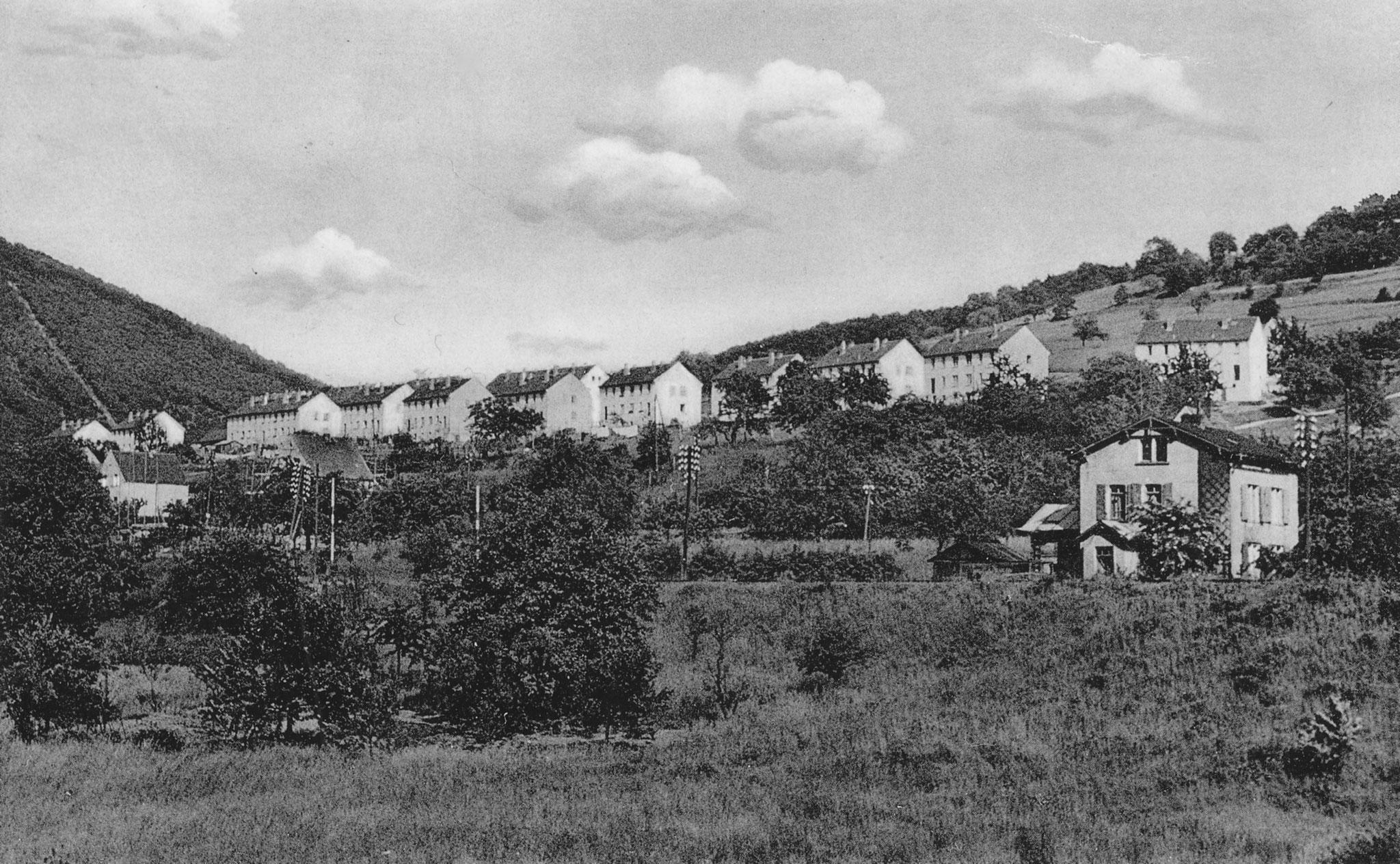 Siedung Fiedland oberhalb der rechte Rheitalbahn 1954