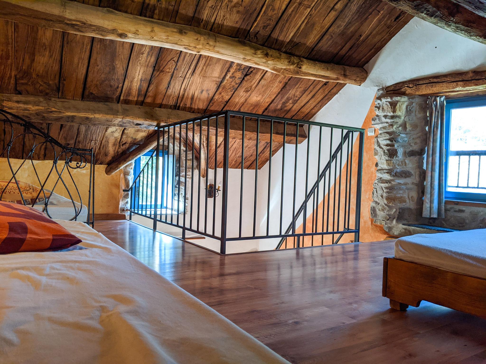 Chambre n°2 : mezzanine 3 lits x 90
