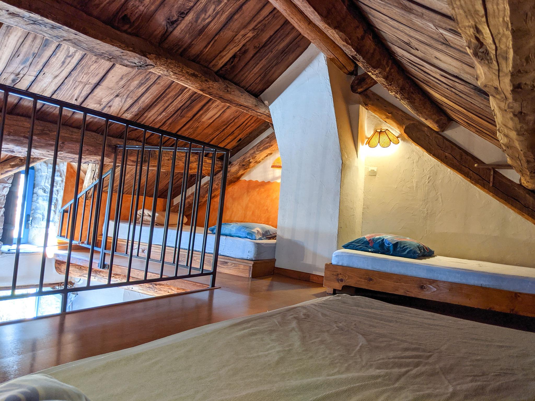 Chambre n°1 : 3 lits x 90