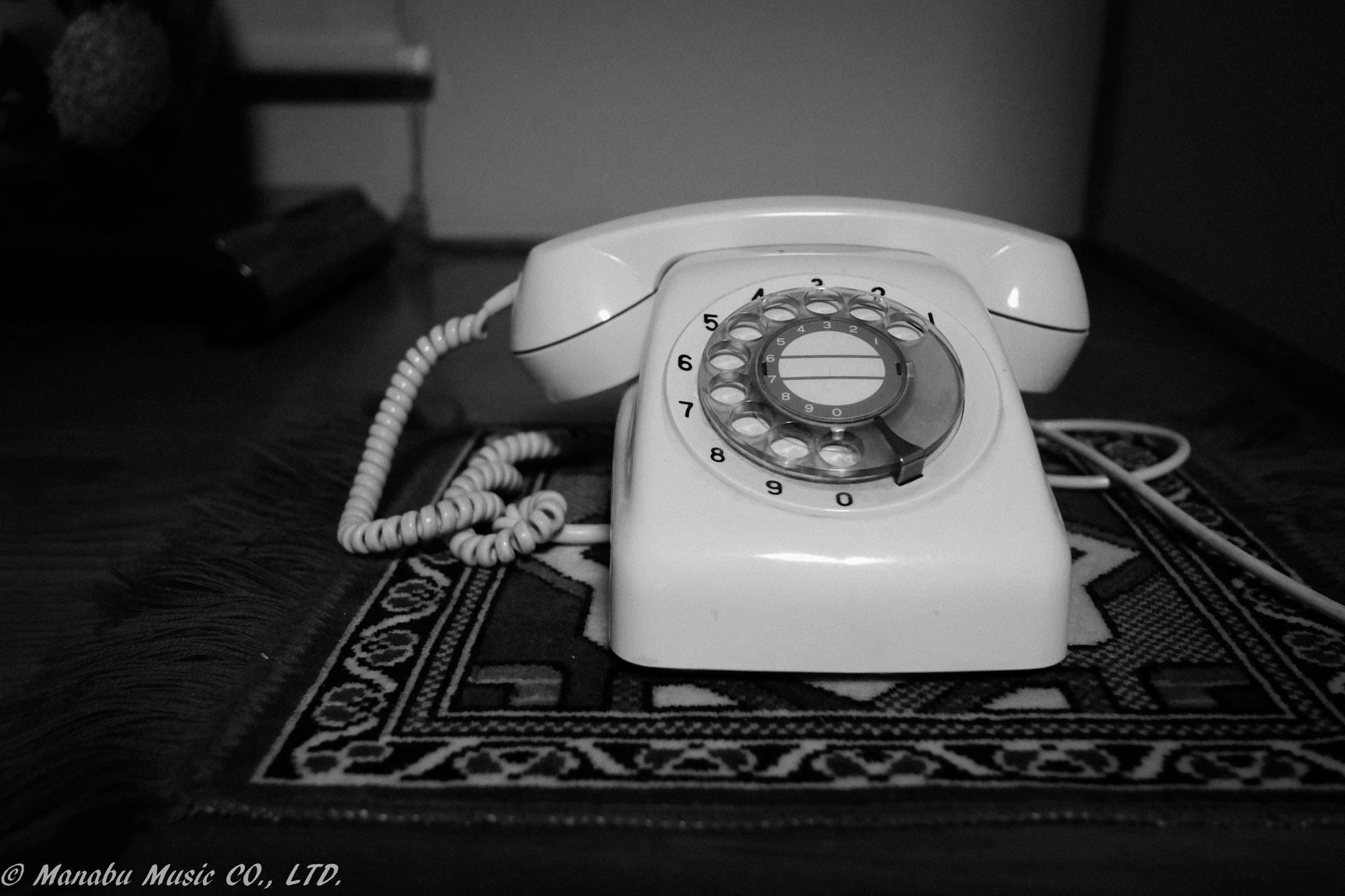 秘湯の宿の電話機は、昭和のマンマです。レトロ感がたまりません。  X-E2 XF18mm