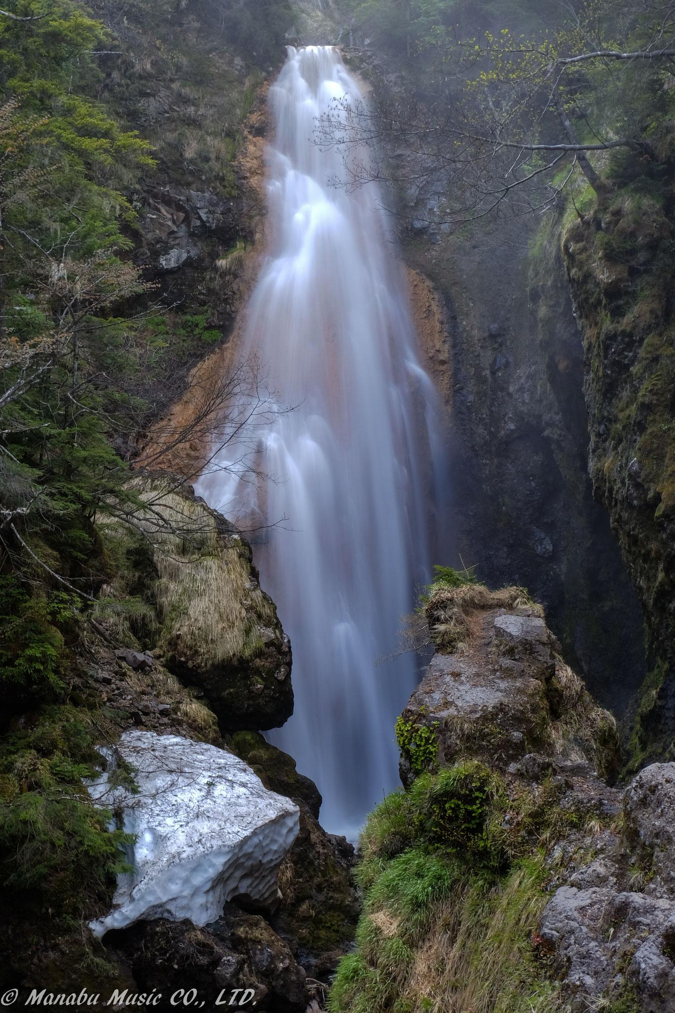 乗鞍高原の「三本滝」 …の内の一本。X-E2 XF18-135mm