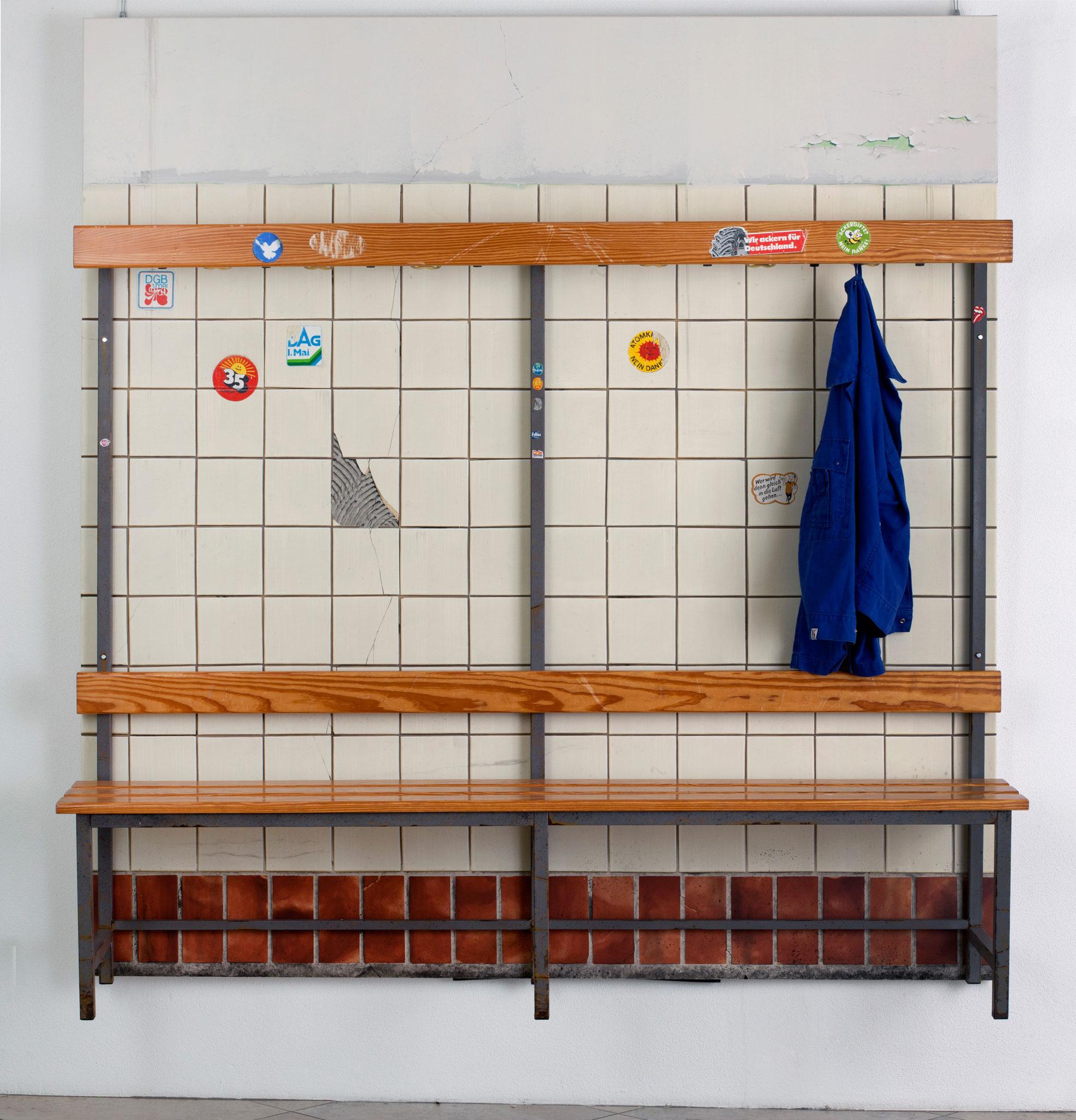 Werkbank, Öl/Acryl auf Leinwand, Sitzbank, 210 x 200 x 45 cm, 2017, Foto: Herbert Stolz