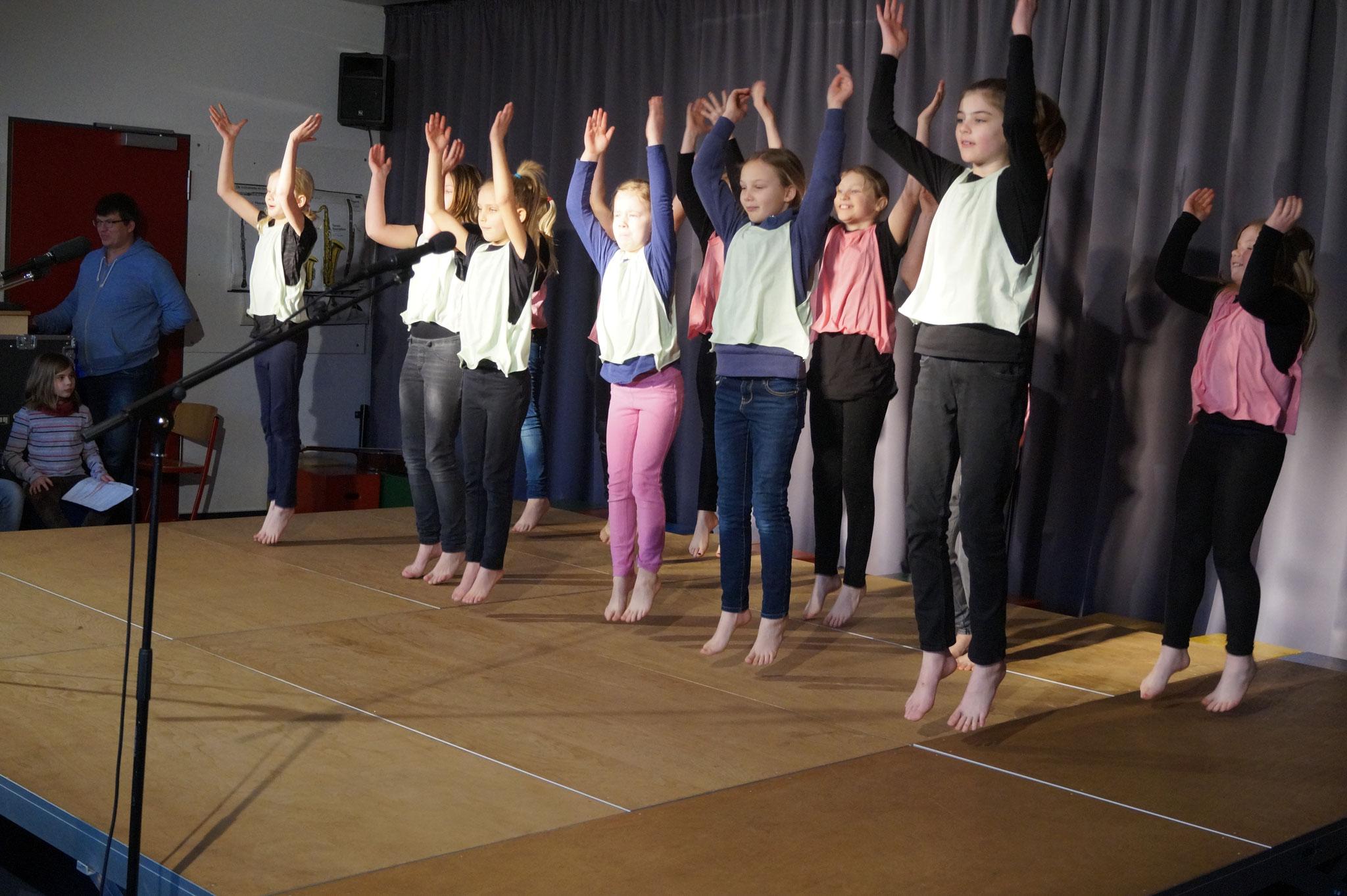 Tanzgruppe Pattensen unter der Leitung von Anne Muschhammer