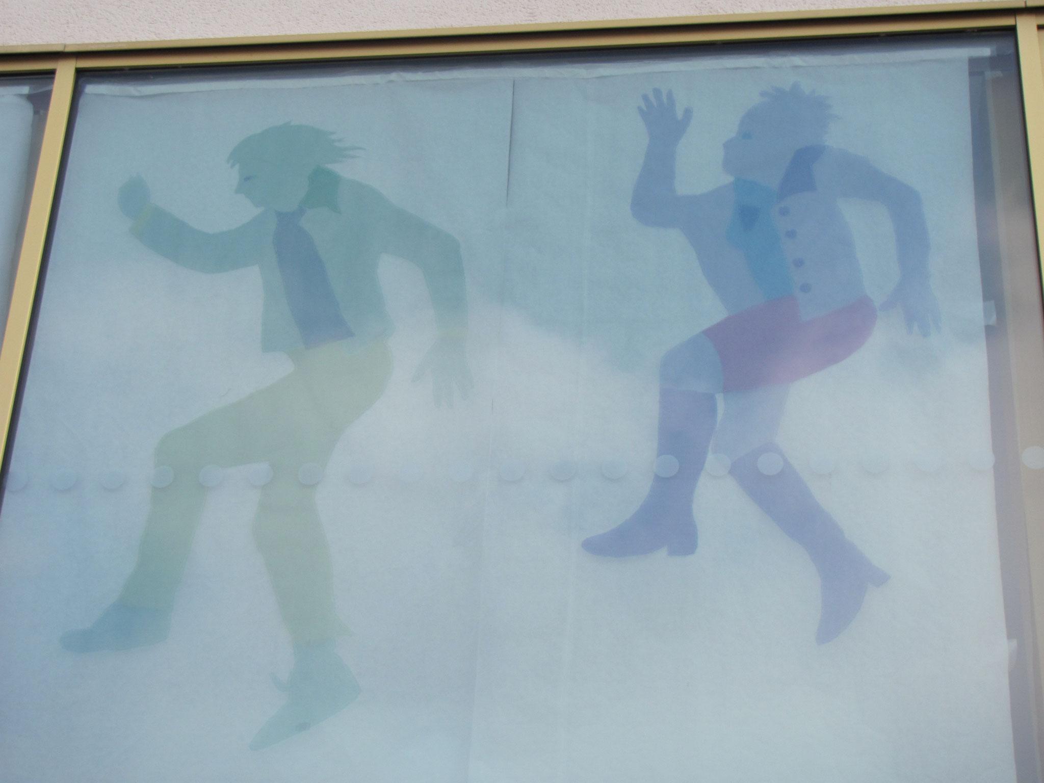 Fresque murale en voiles colorés