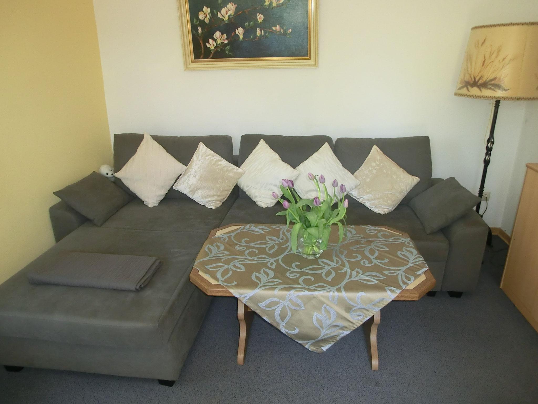 mit neuem Sofa